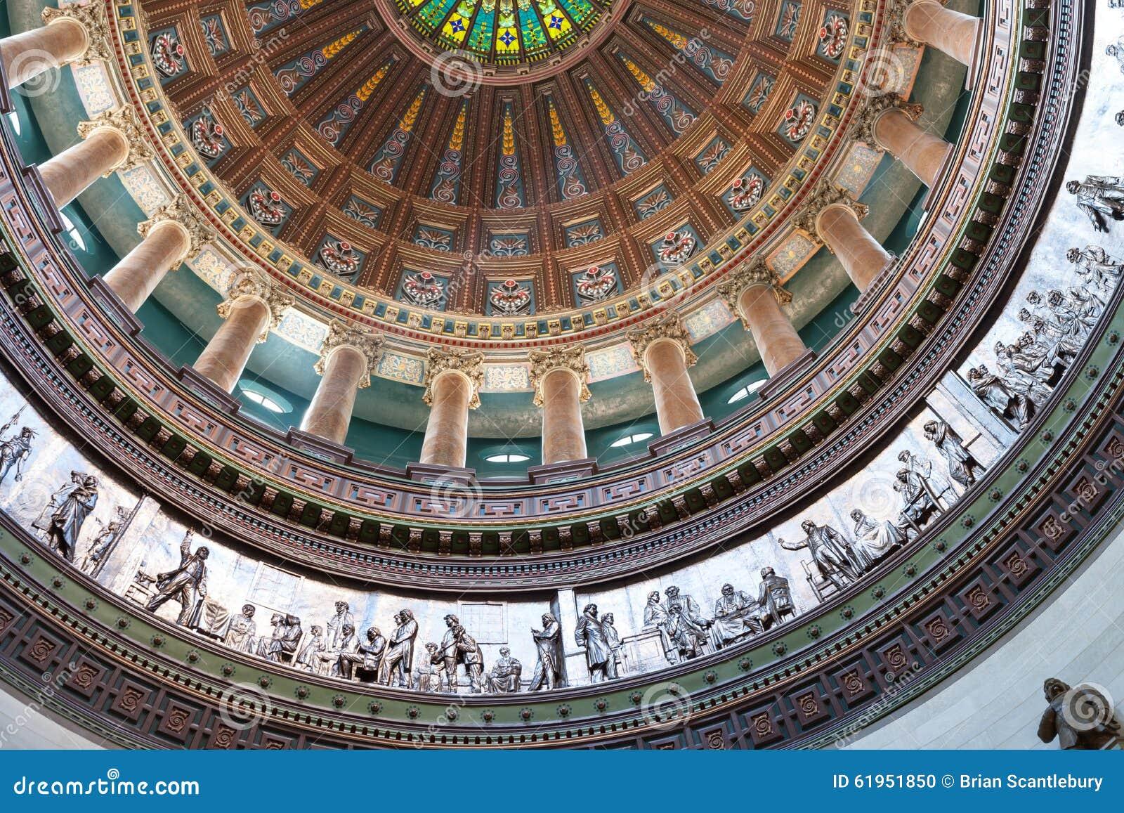 Богато украшенный купол внутри здания столицы государства, Спрингфилда, Иллинойса