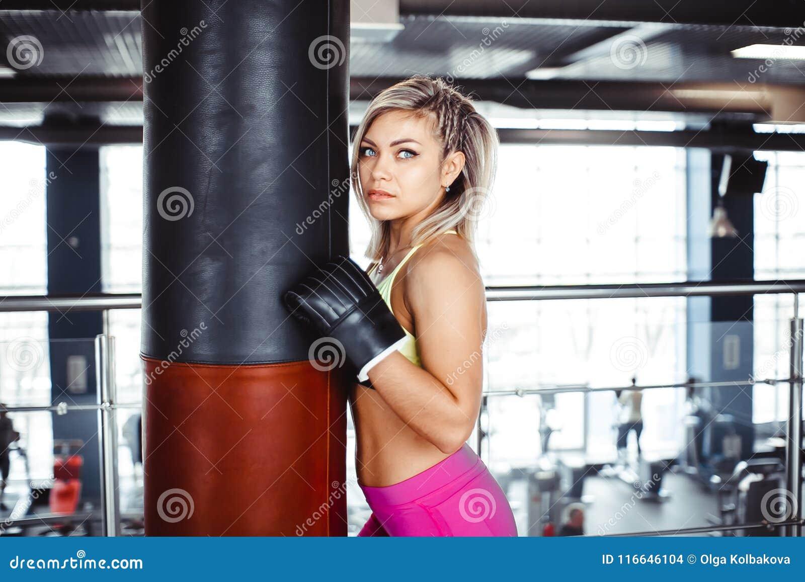 Бесплатно смотреть сексуальный бокс с девушками