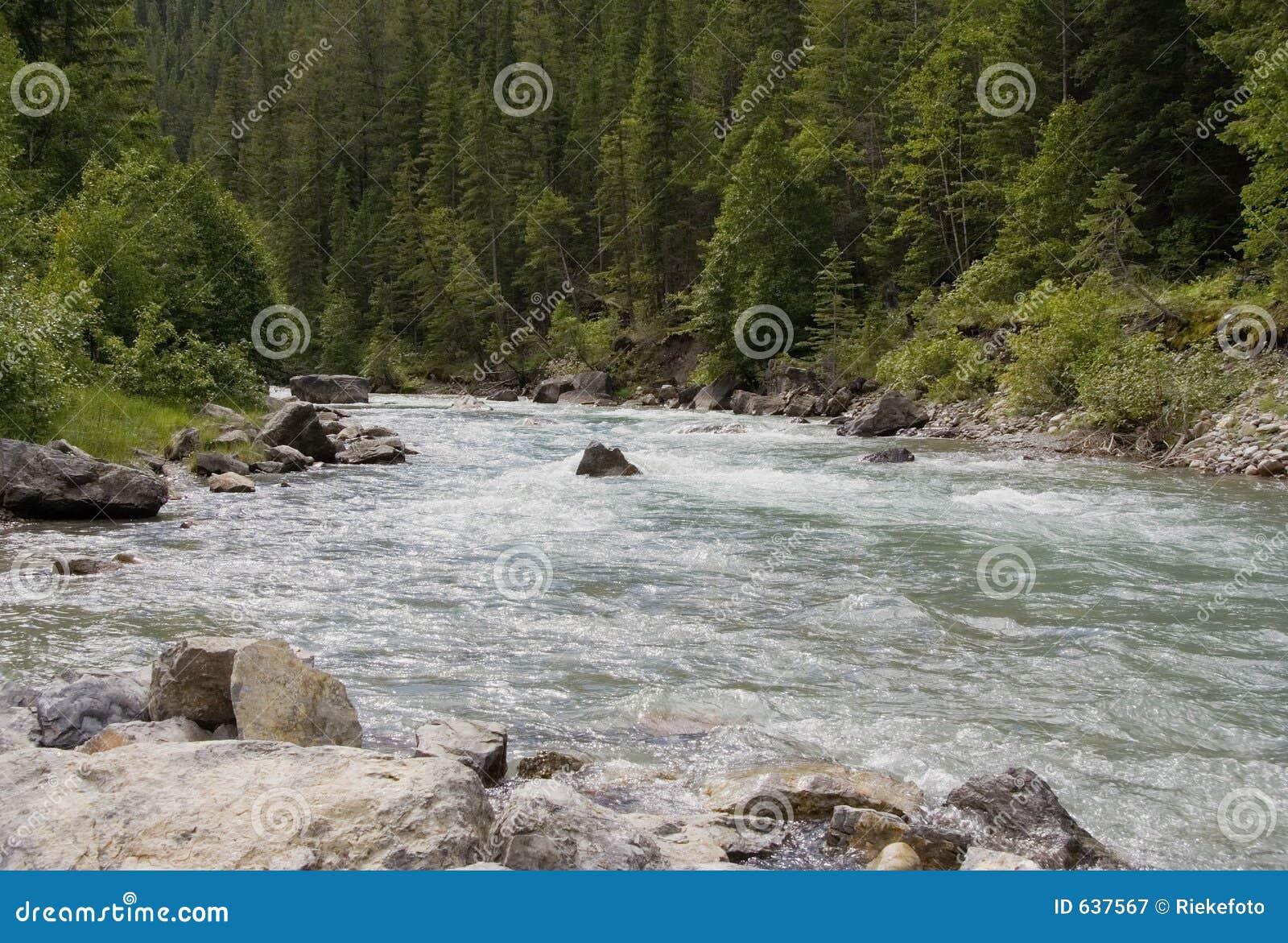 Download более Lussier река гор утесистое Стоковое Изображение - изображение насчитывающей запас, brooches: 637567