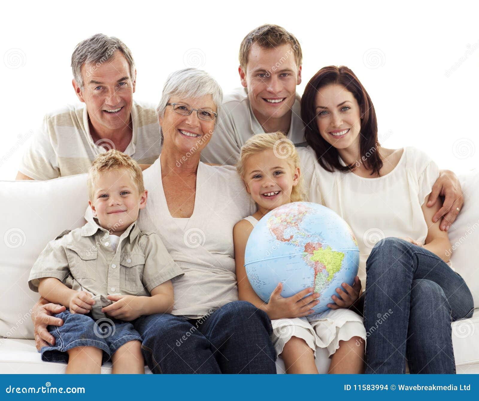 большая софа удерживания глобуса семьи земная
