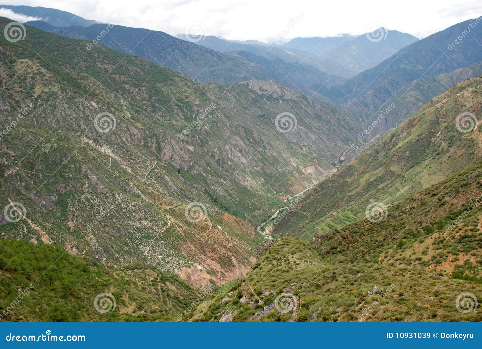 большие горы Тибет