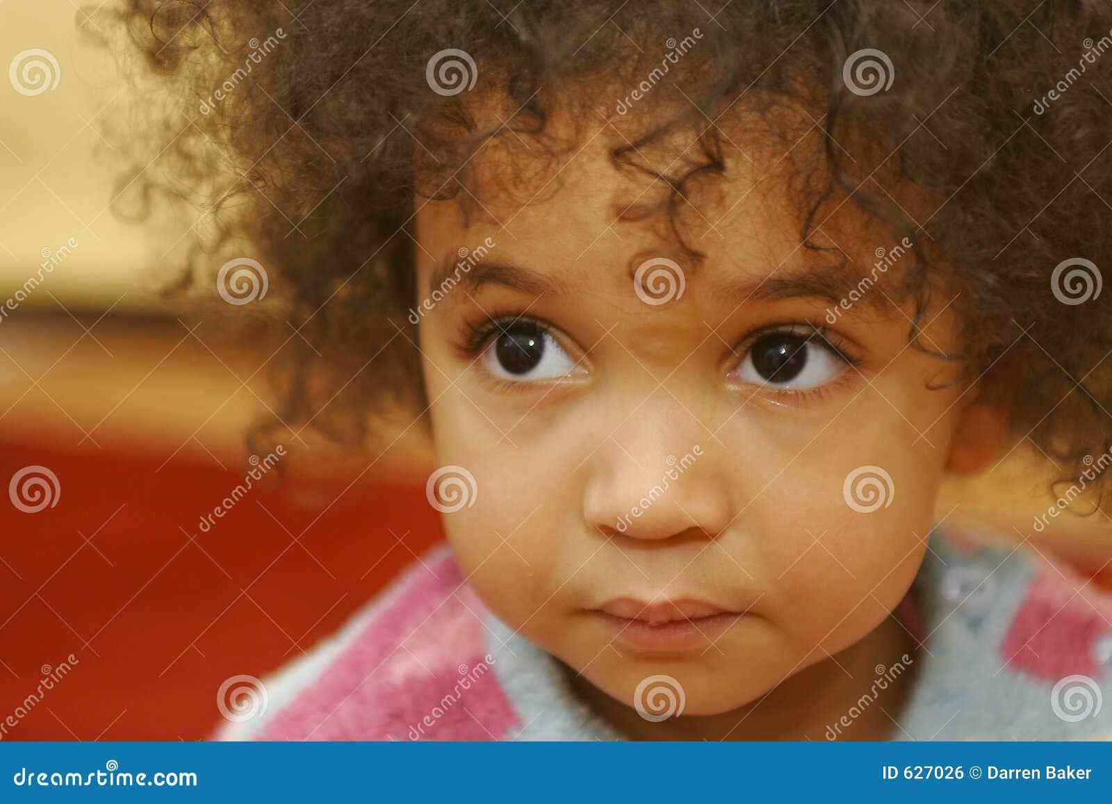 Download большие коричневые глаза слишком Стоковое Фото - изображение насчитывающей смешанно, ringlets: 627026