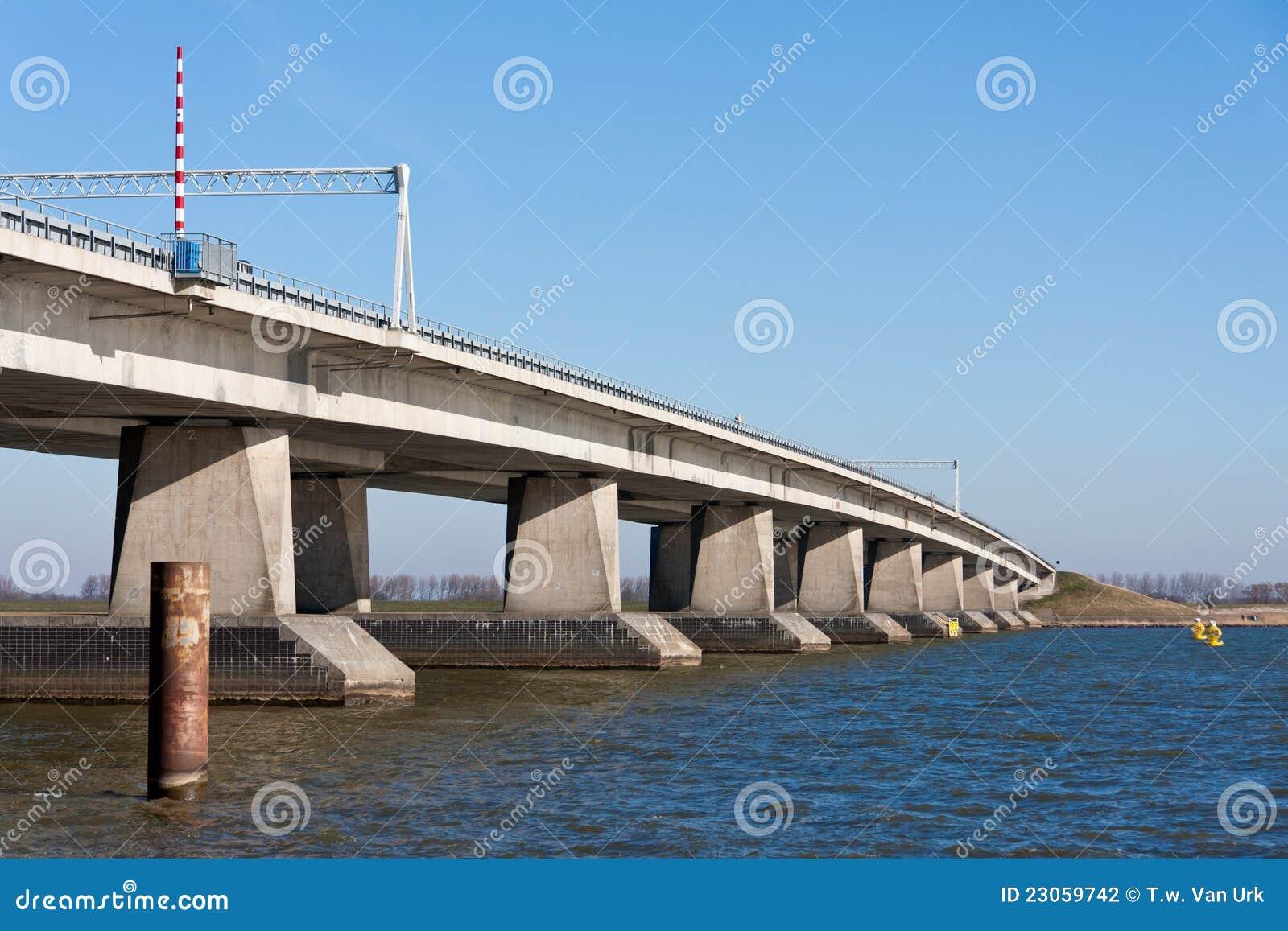 большие Нидерланды бетона моста