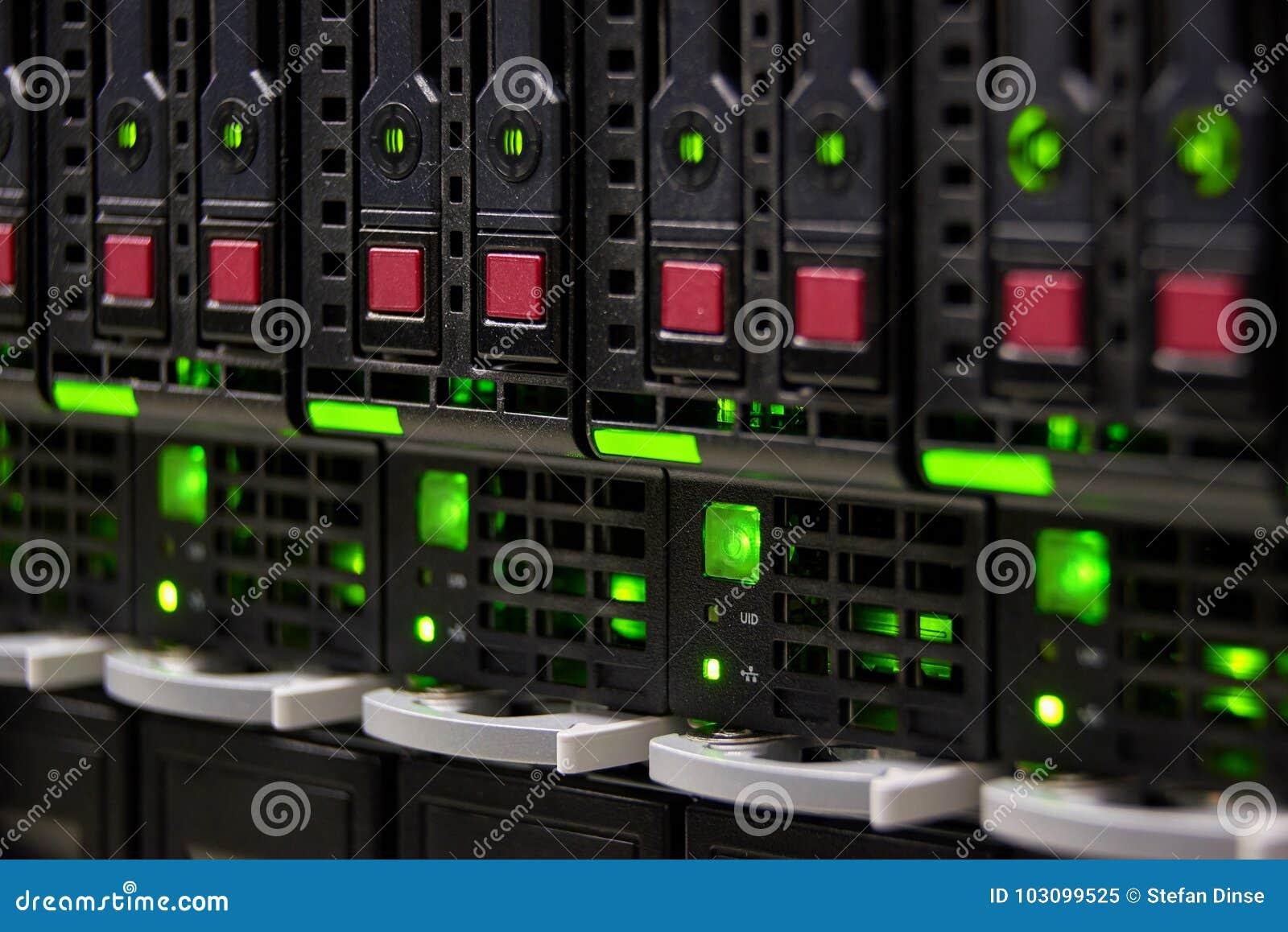 большое хранение сервера центра данных