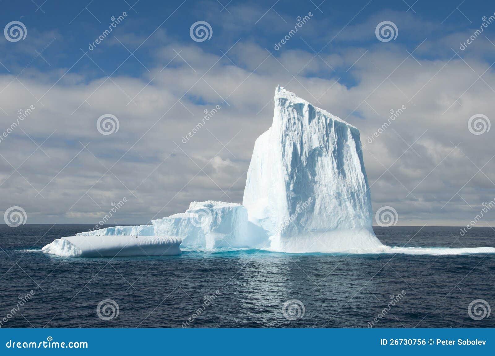 Большой айсберг в Антарктике