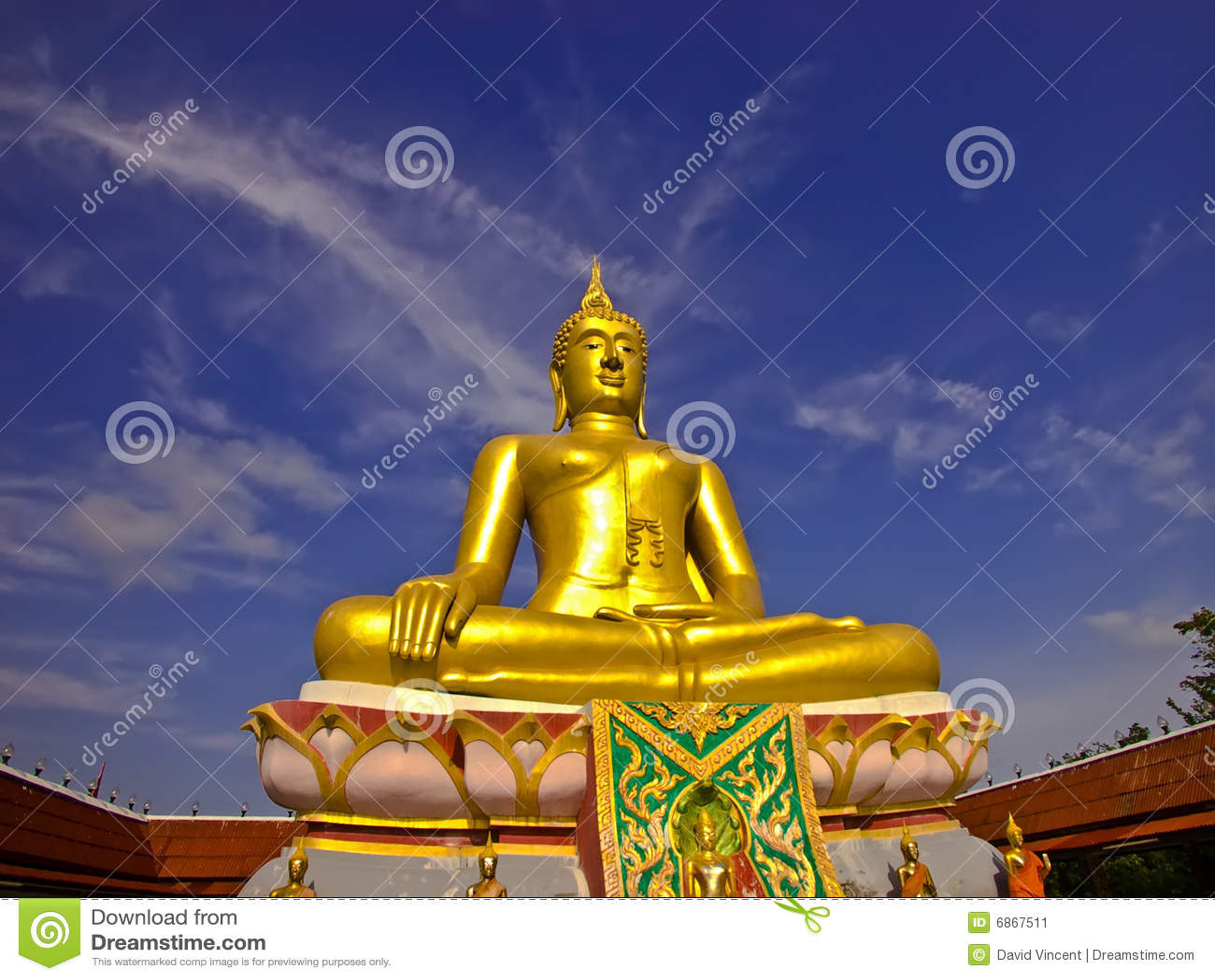 большой Будда золотистый