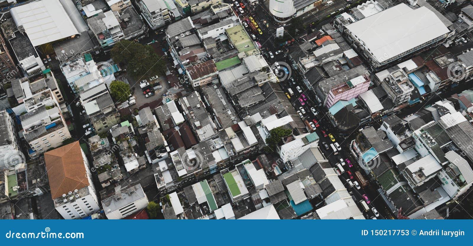Большой город во взгляде сверху Азии