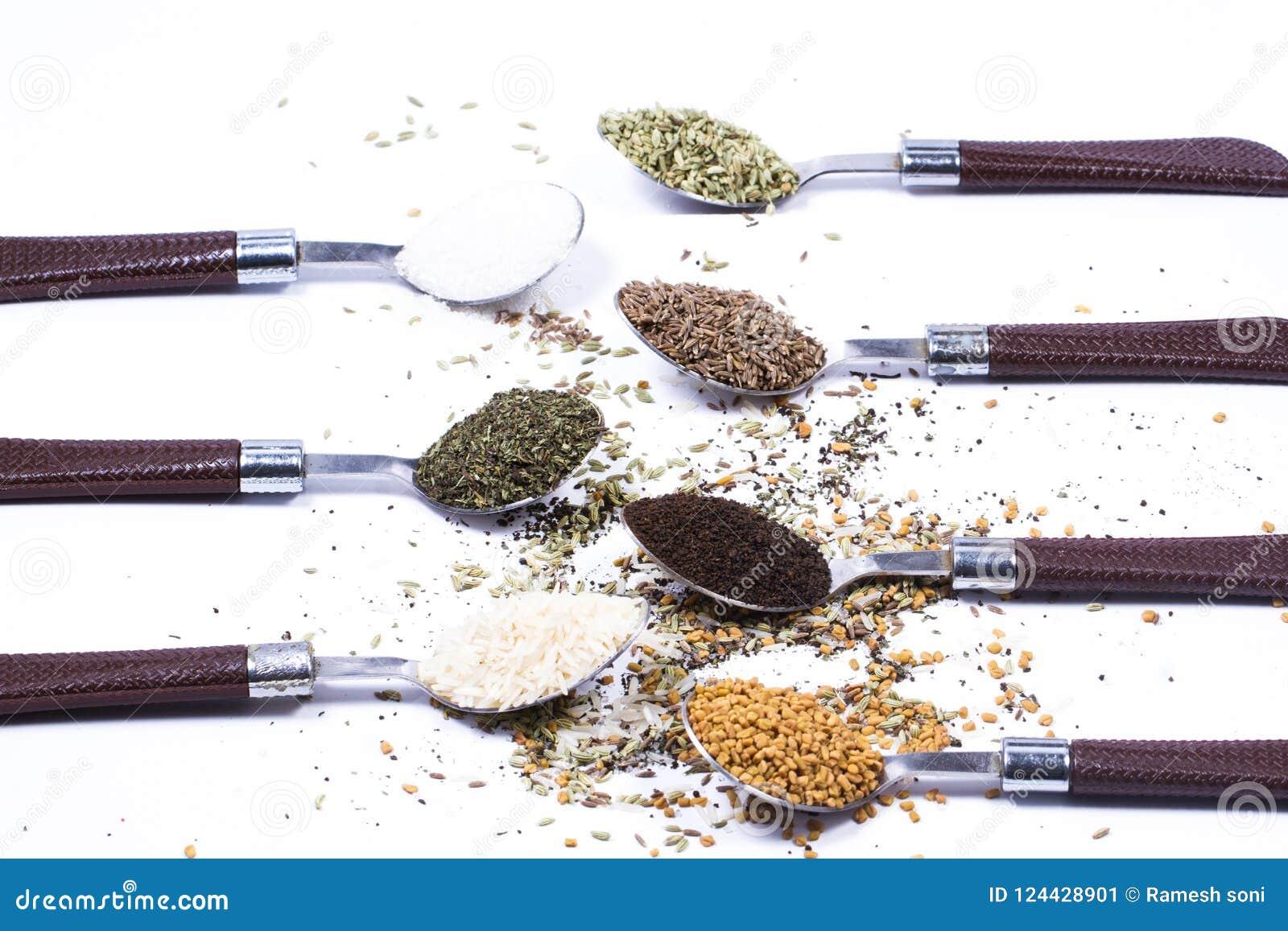 Большой комплект индийских специй и трав