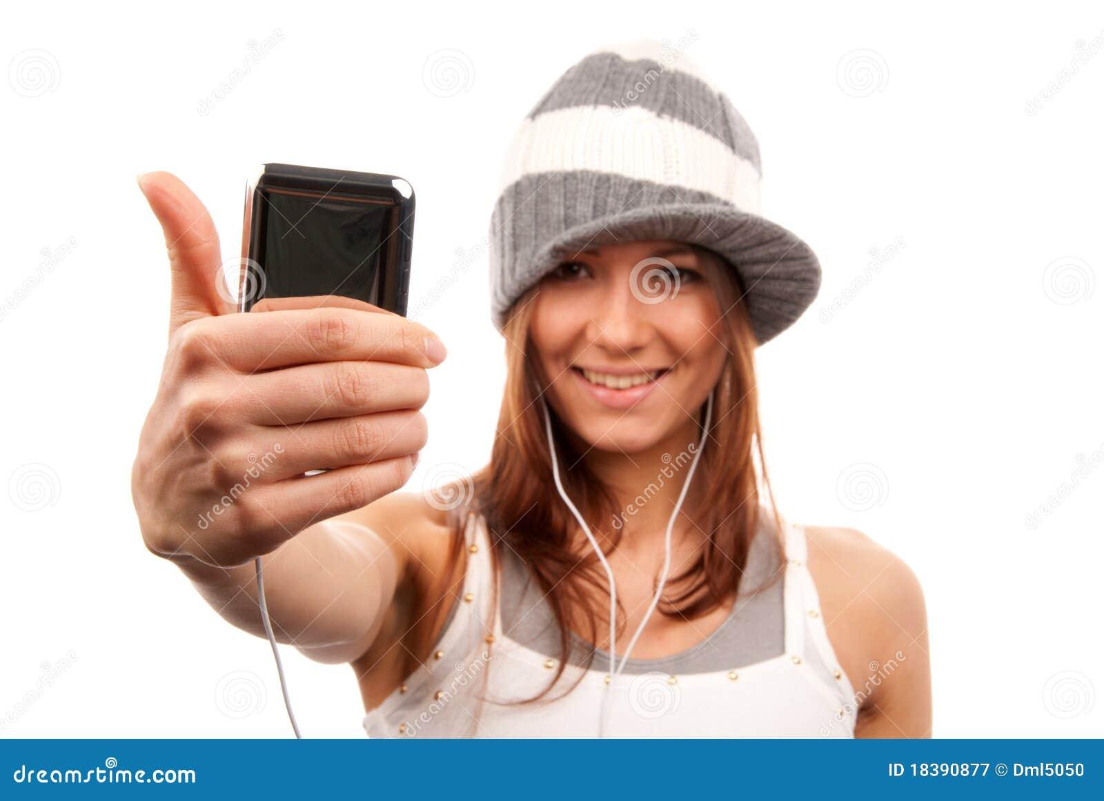 большой пец руки наушников мобильного телефона вверх по женщине
