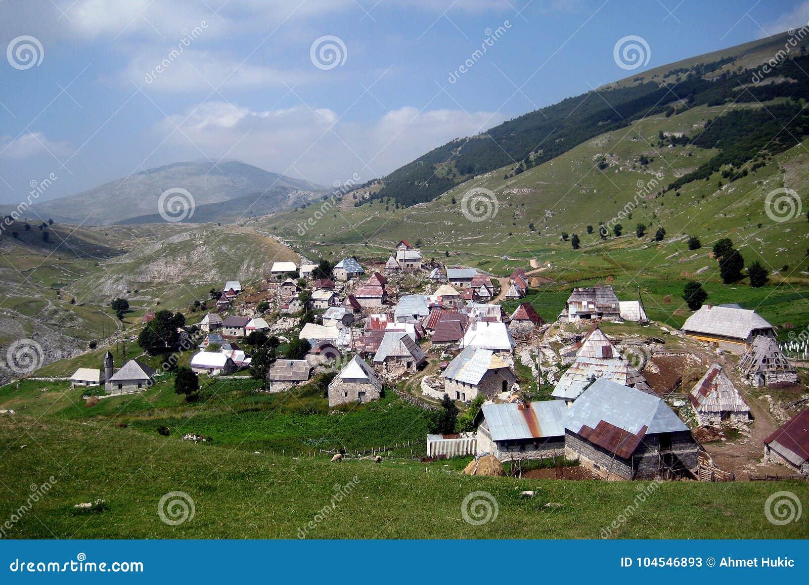 Боснийская деревня на 1600 метрах выше уровень моря