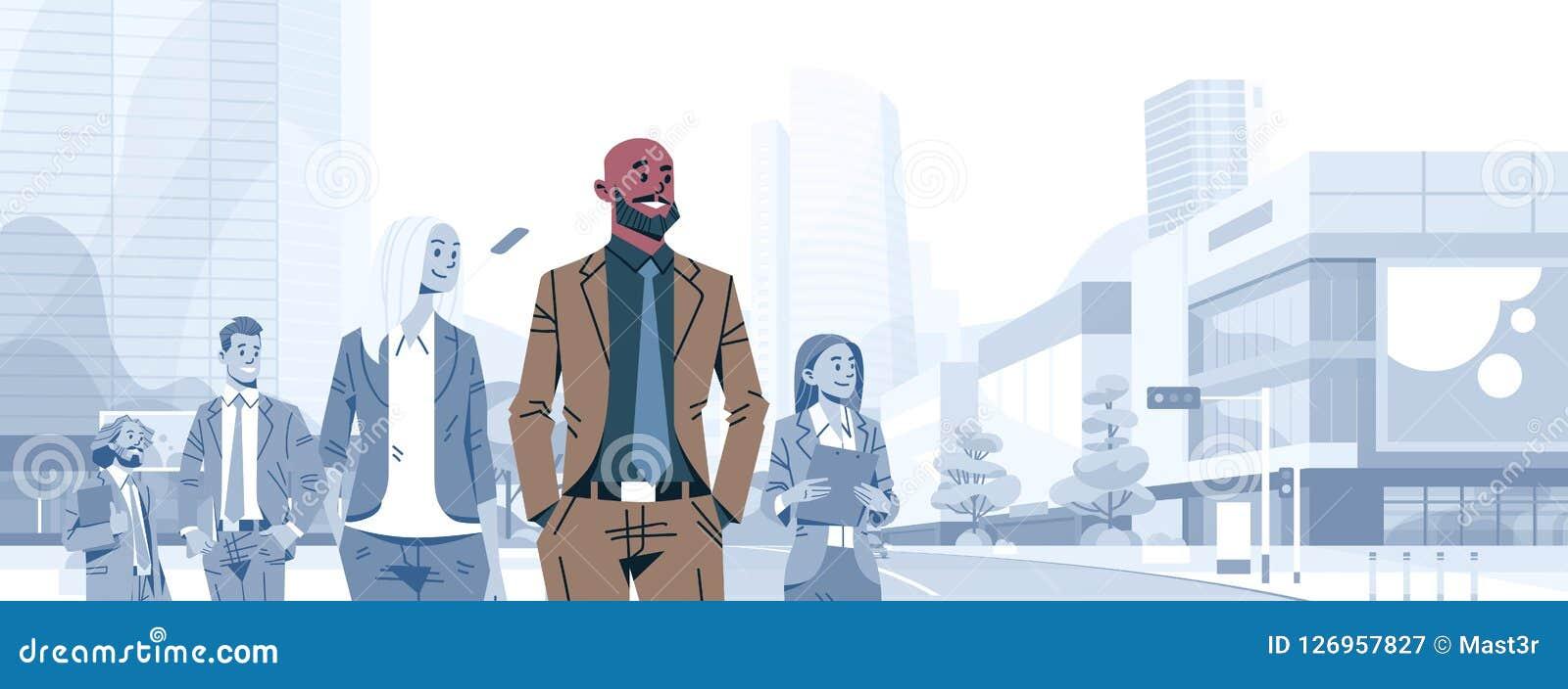 Босс руководителя группы бизнесмена лысой головы стоит вне бизнесмены шаржа мужчины концепции руководства группы индивидуального