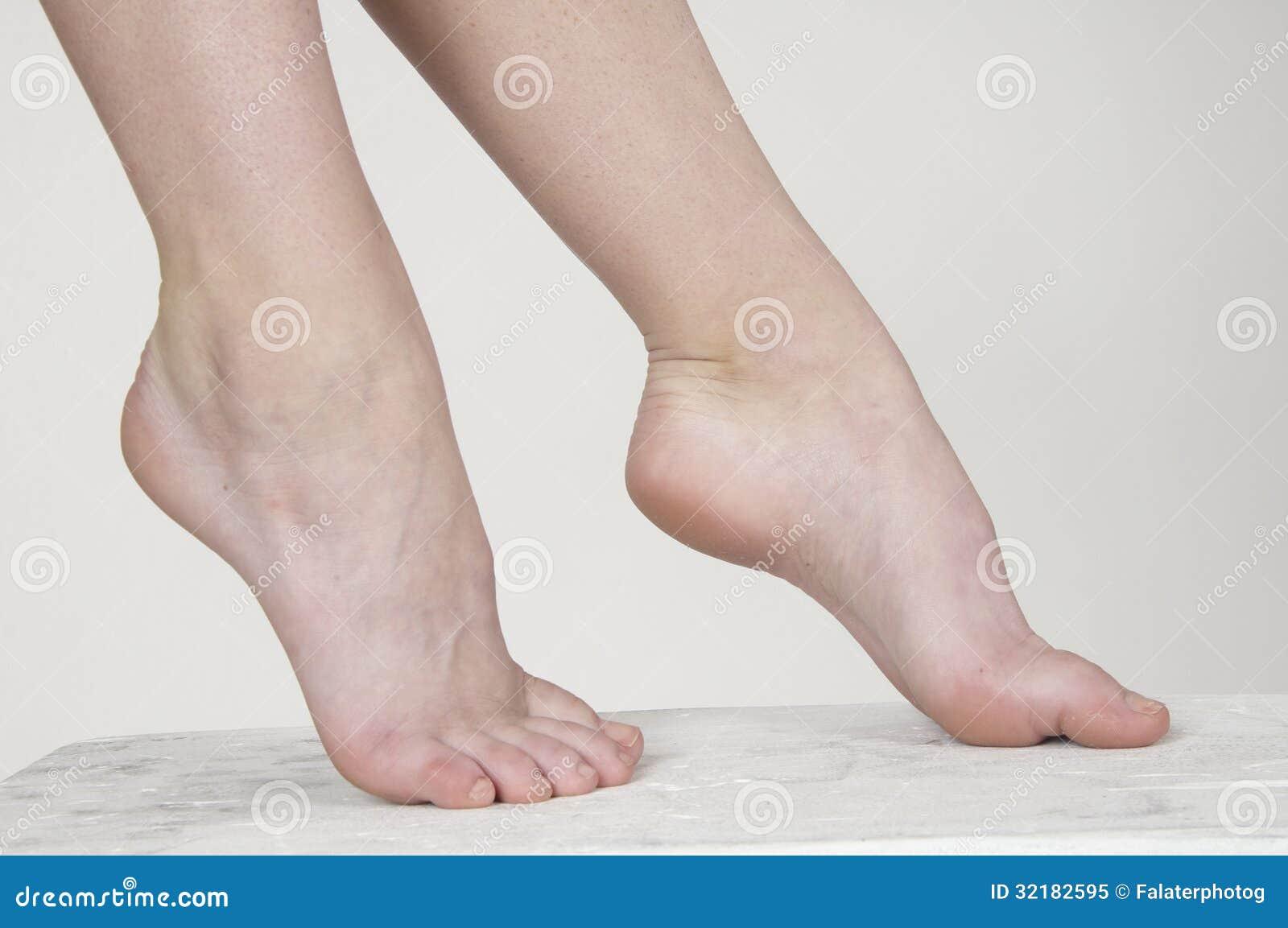 Красивые босые женские ножки только видео