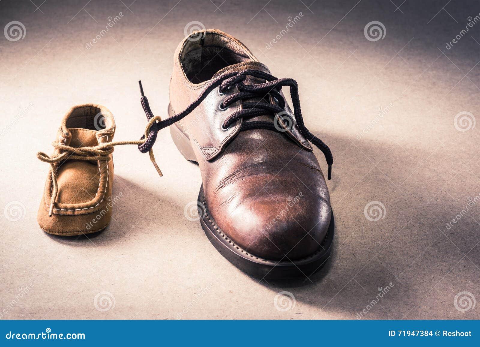 Ботинки отца и ребенка