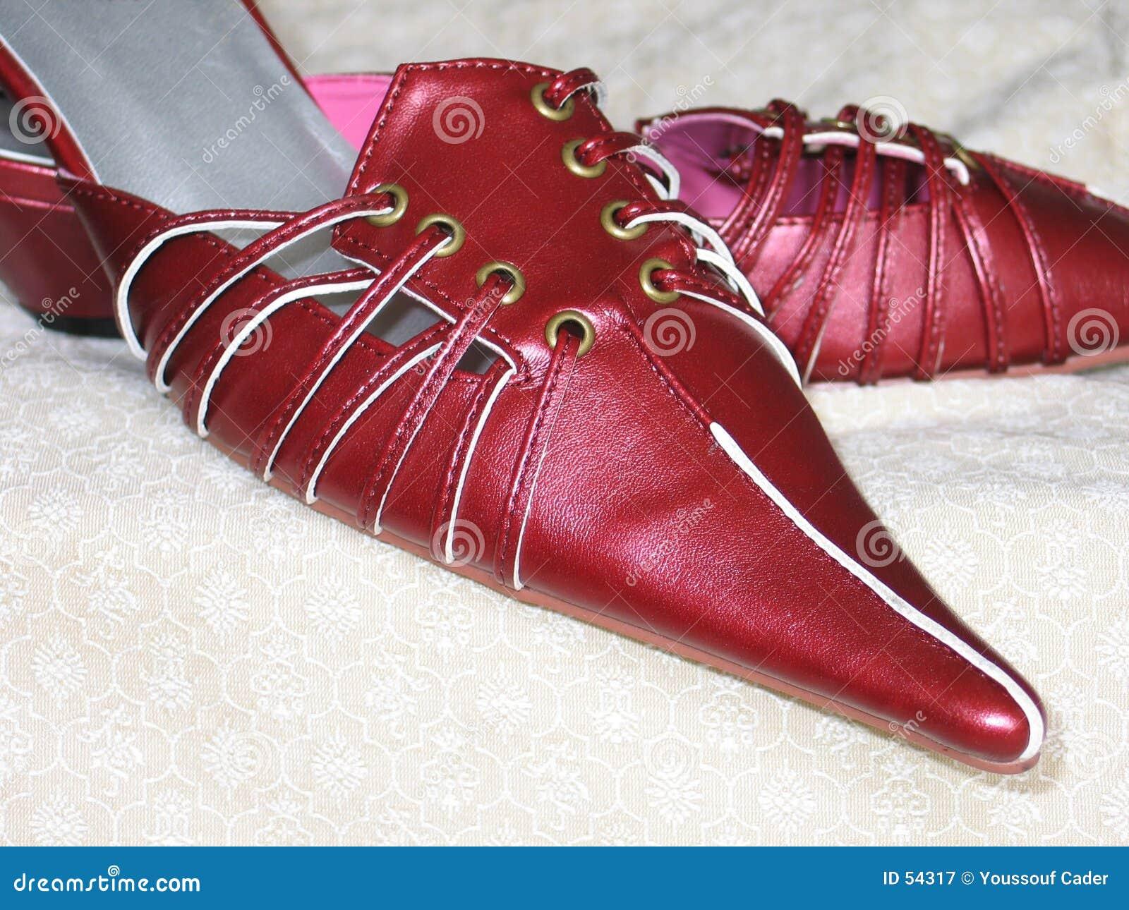 ботинки 1 красного цвета
