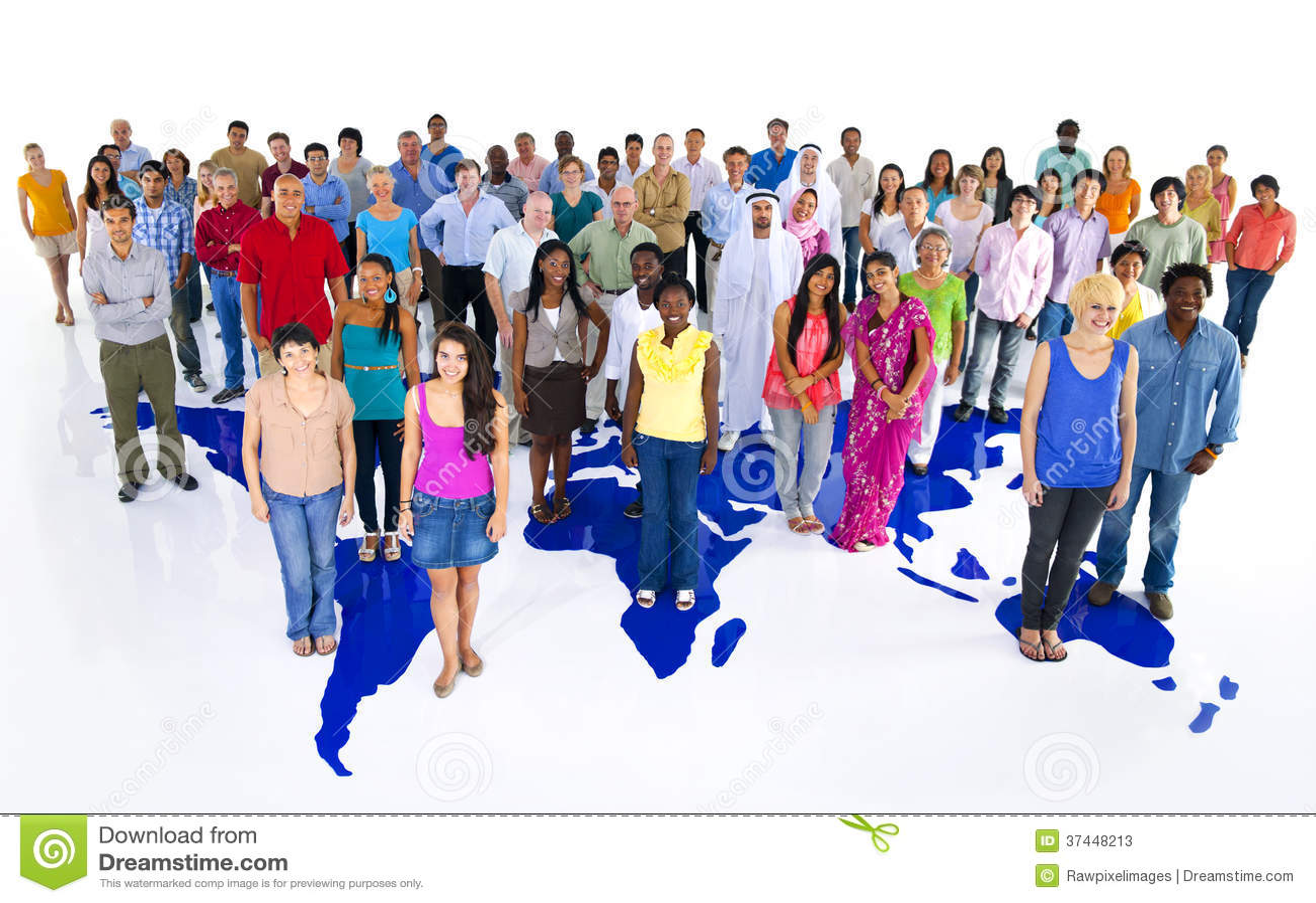 Большая группа в составе люди мира с картой мира