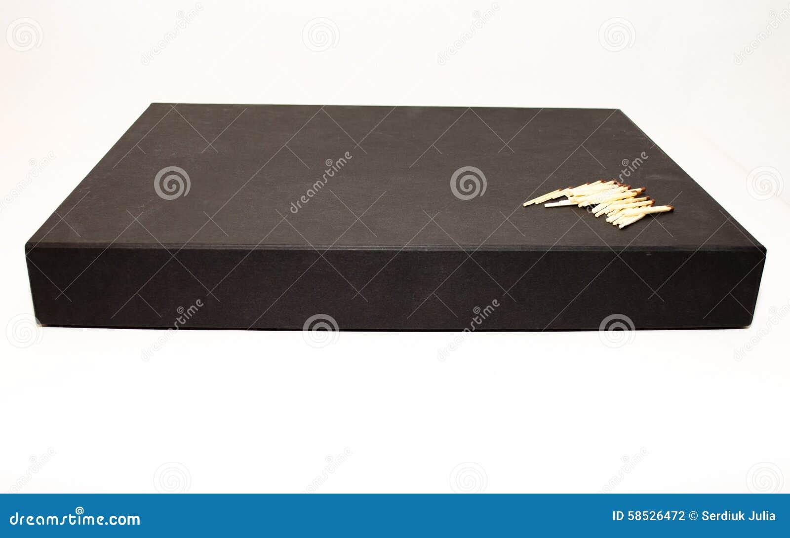 Большая черная коробка настоящего момента дела с спичками