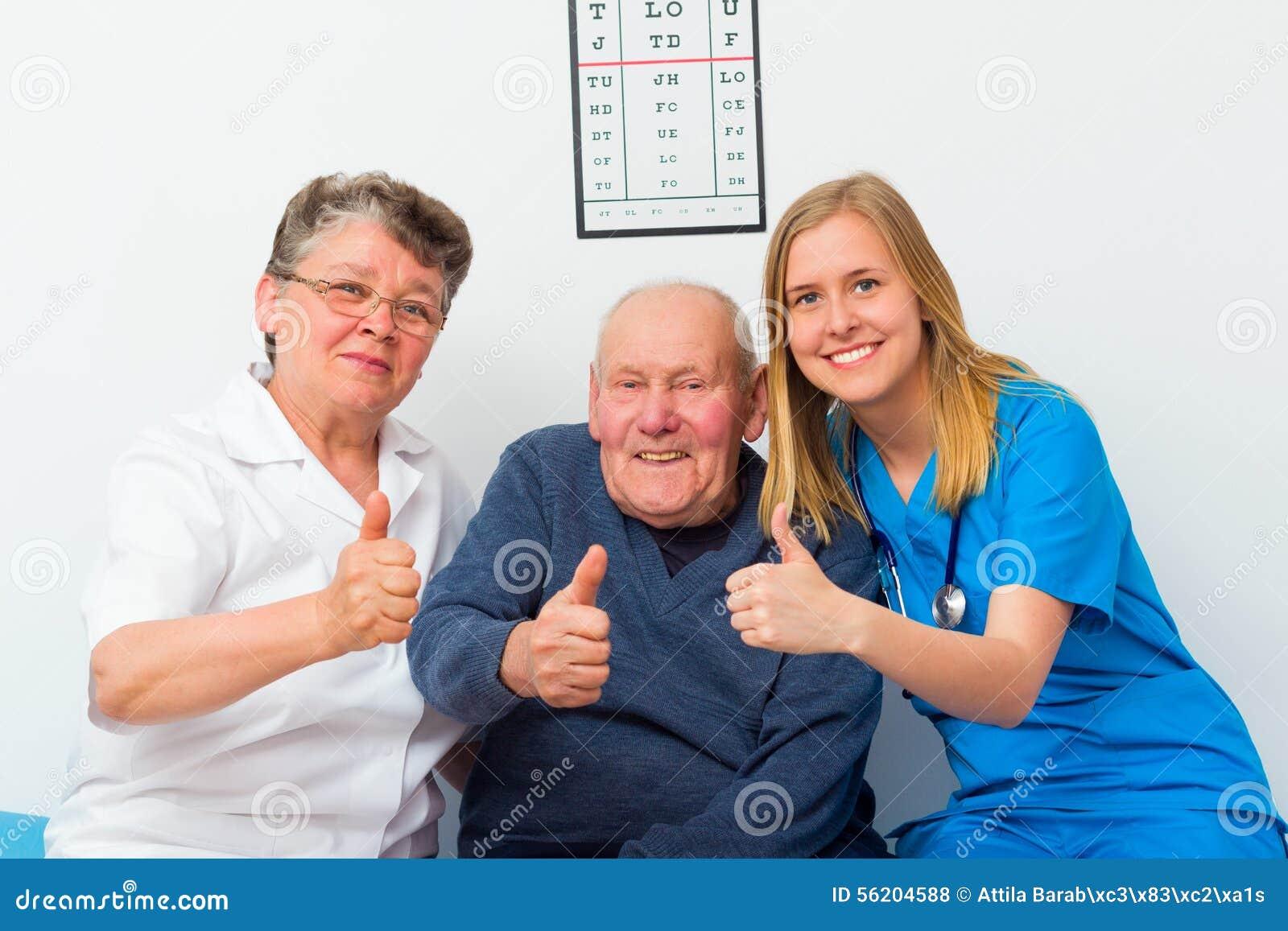 Большие пальцы руки вверх для пожилого Homecare