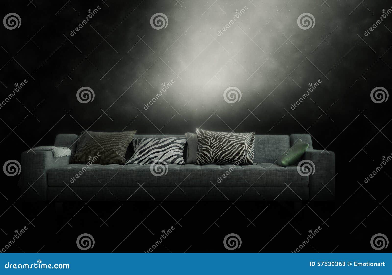 Большое кресло в хмурой закоптелой атмосфере