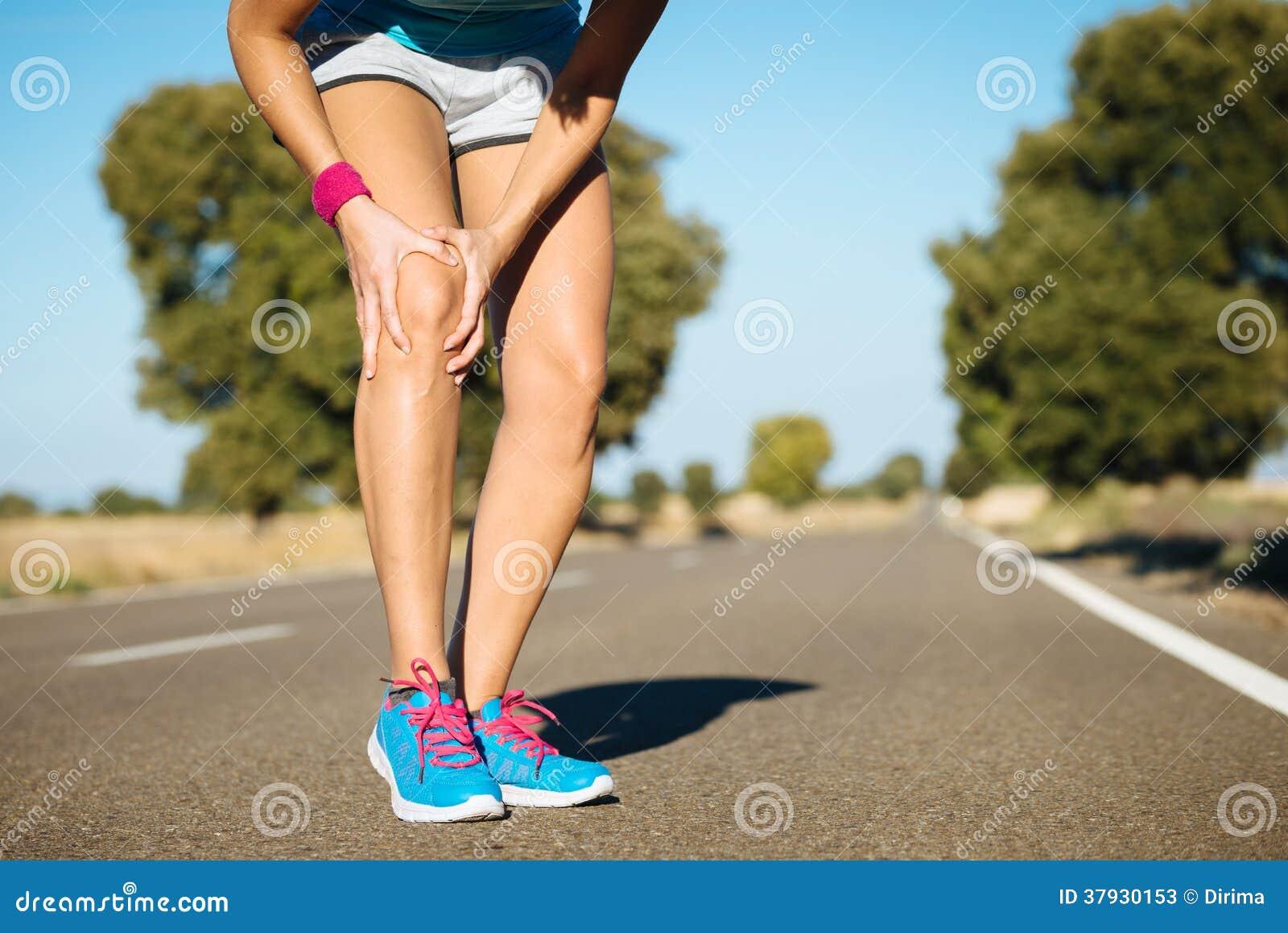 Боль колена тренировки бегуна