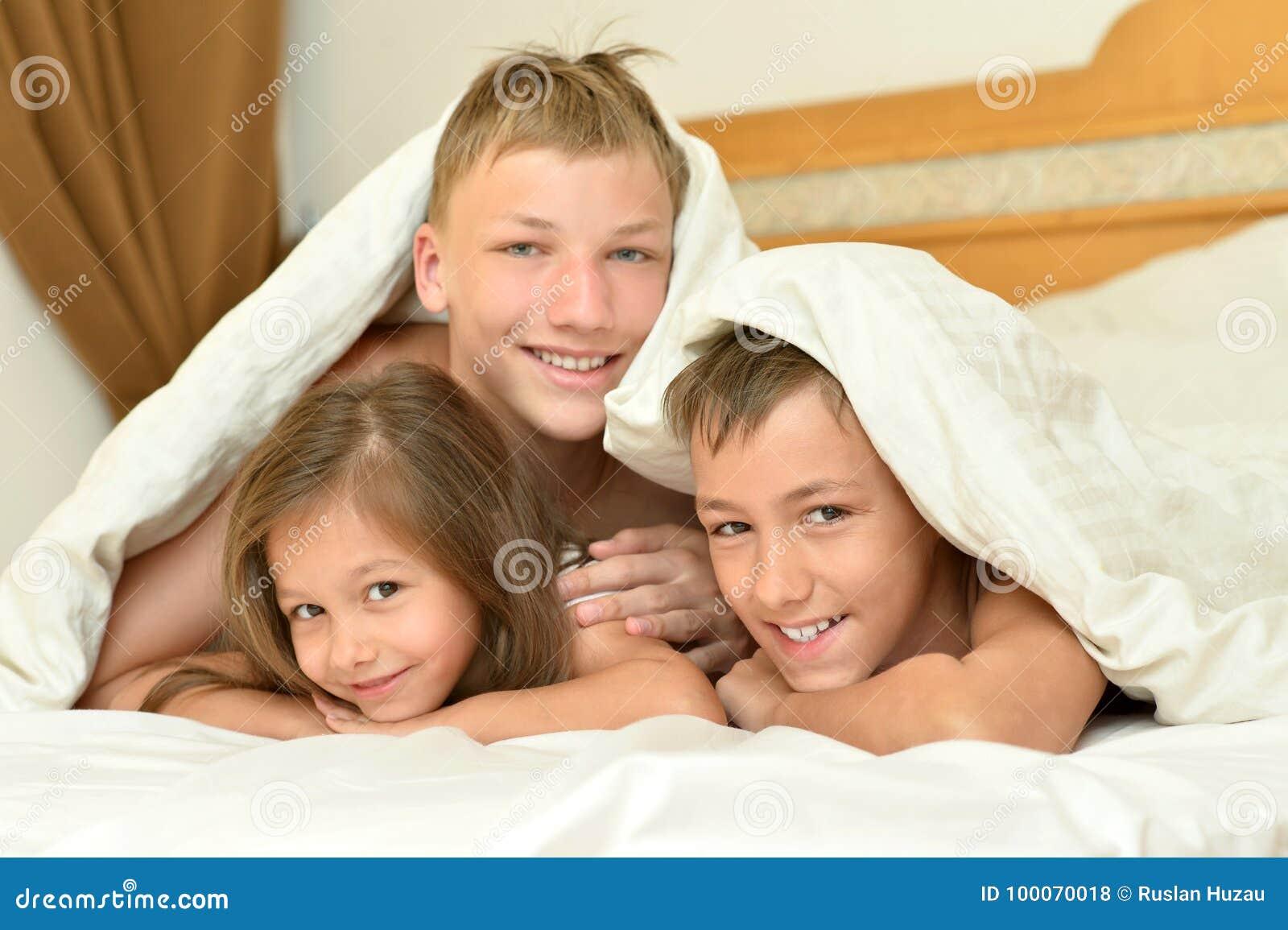 Русское брат кончил в сестру, Брат зашёл к сестре))) смотреть онлайн видео брат 19 фотография