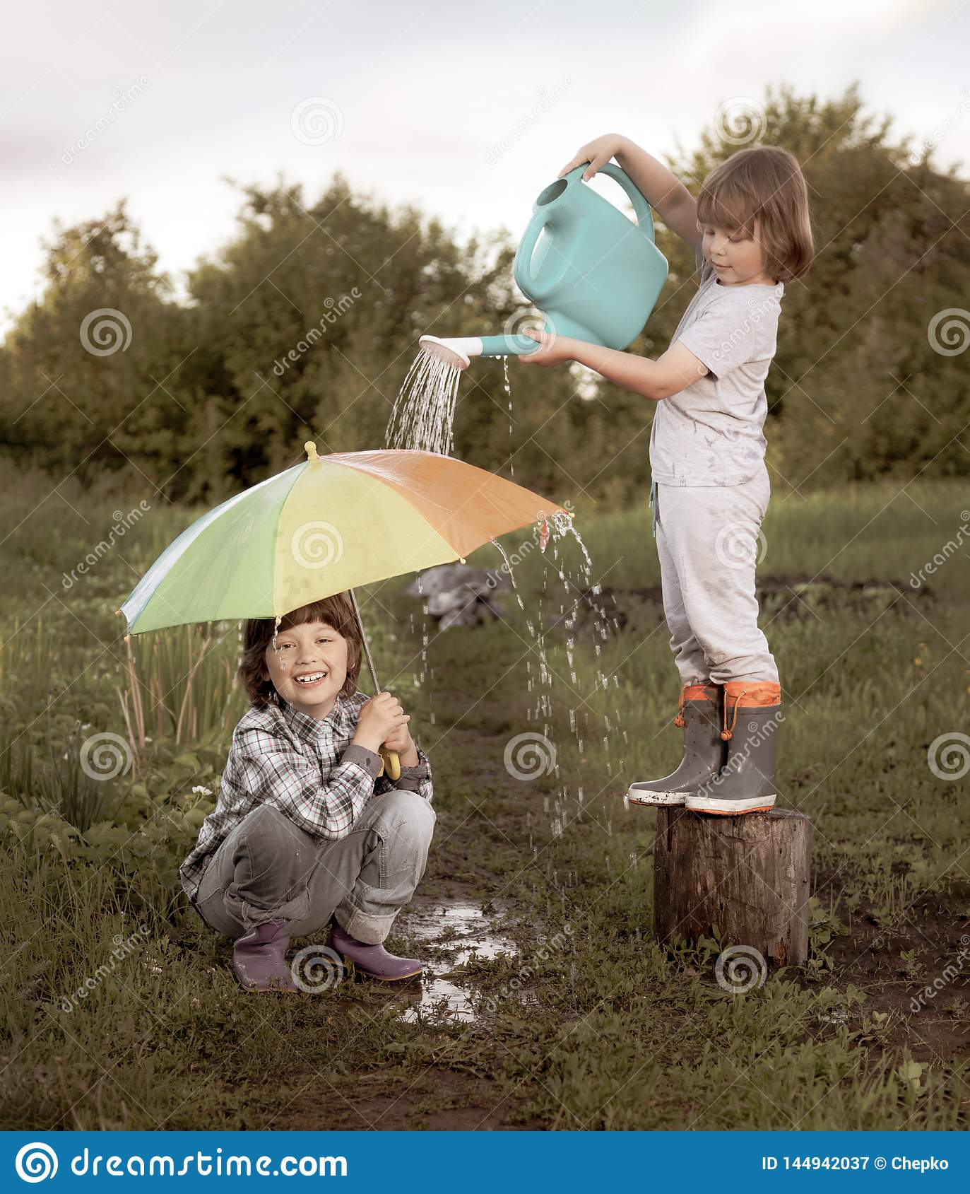 2 брать играют в дожде outdoors ретро редактируют