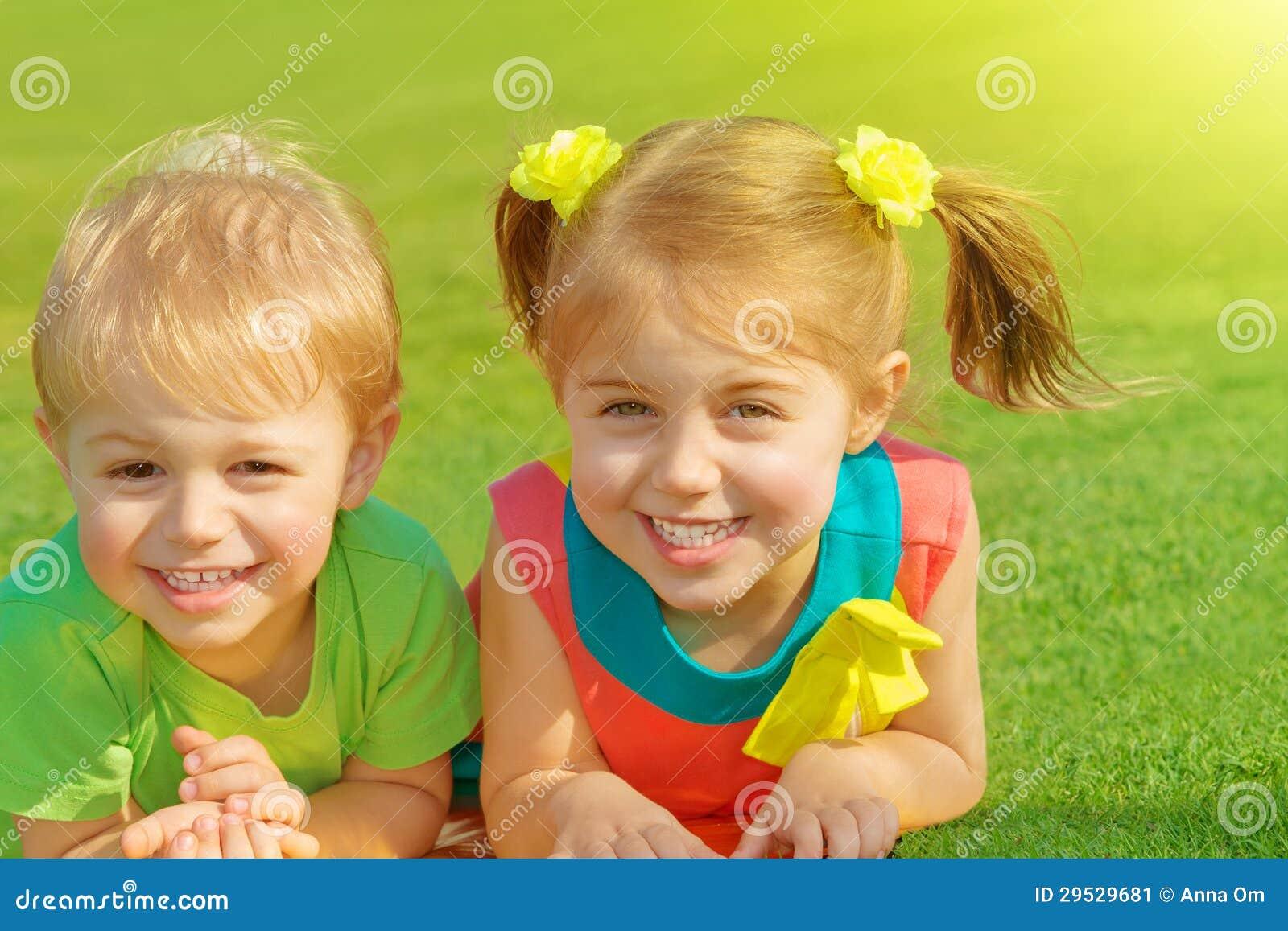 С сестрой мальчика 21 фотография