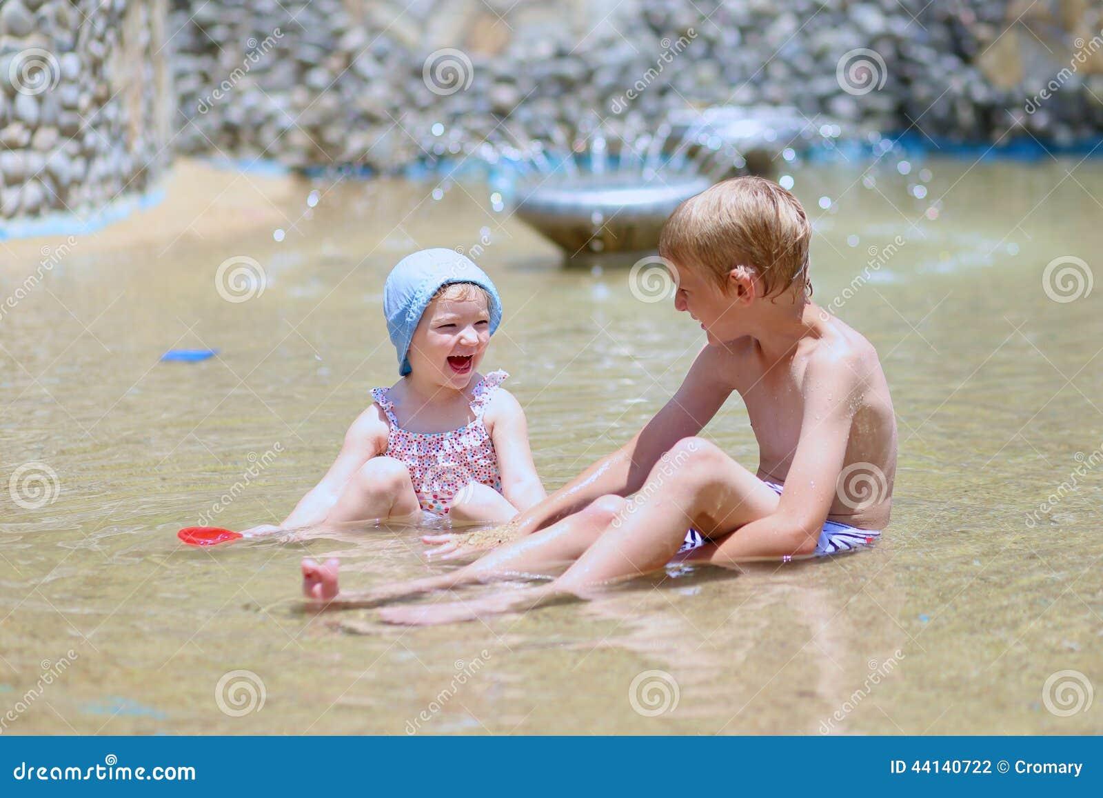 Сестра с братом купаются фото, Брат трахнул сестрицу в попку и другие порно фото 21 фотография