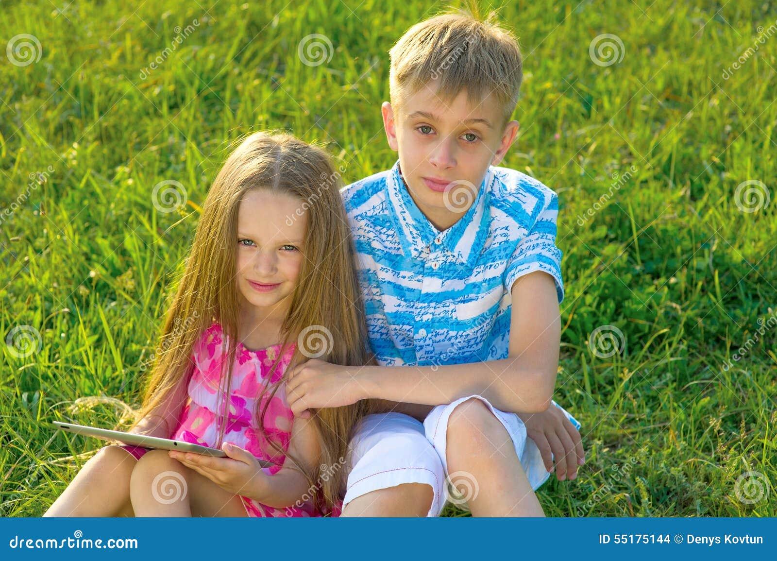 у россия сосет смотреть младшая сестра брата