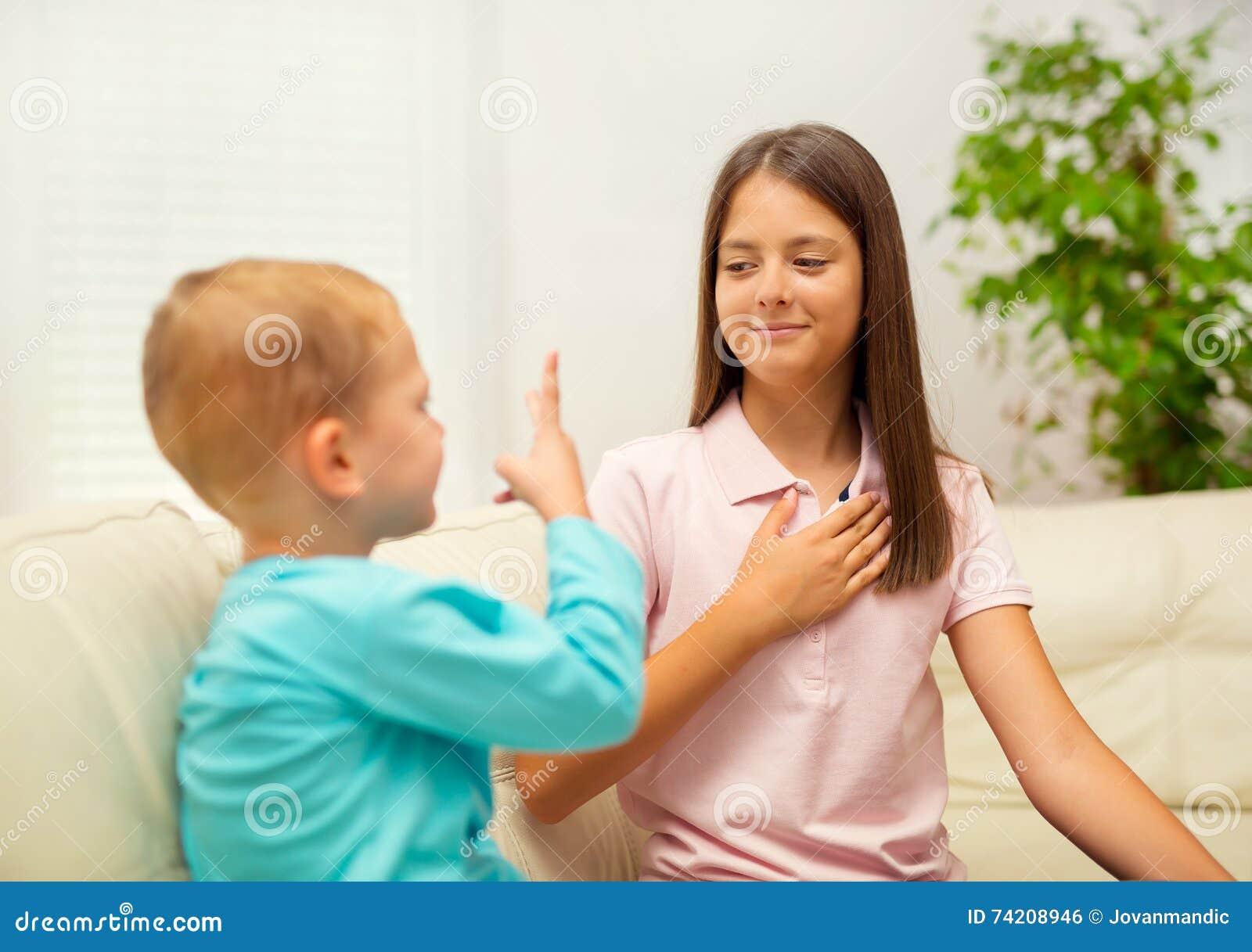 Сестра просит брата трахнуть её в жопу, Брат зашёл к сестре))) смотреть онлайн видео брат 21 фотография