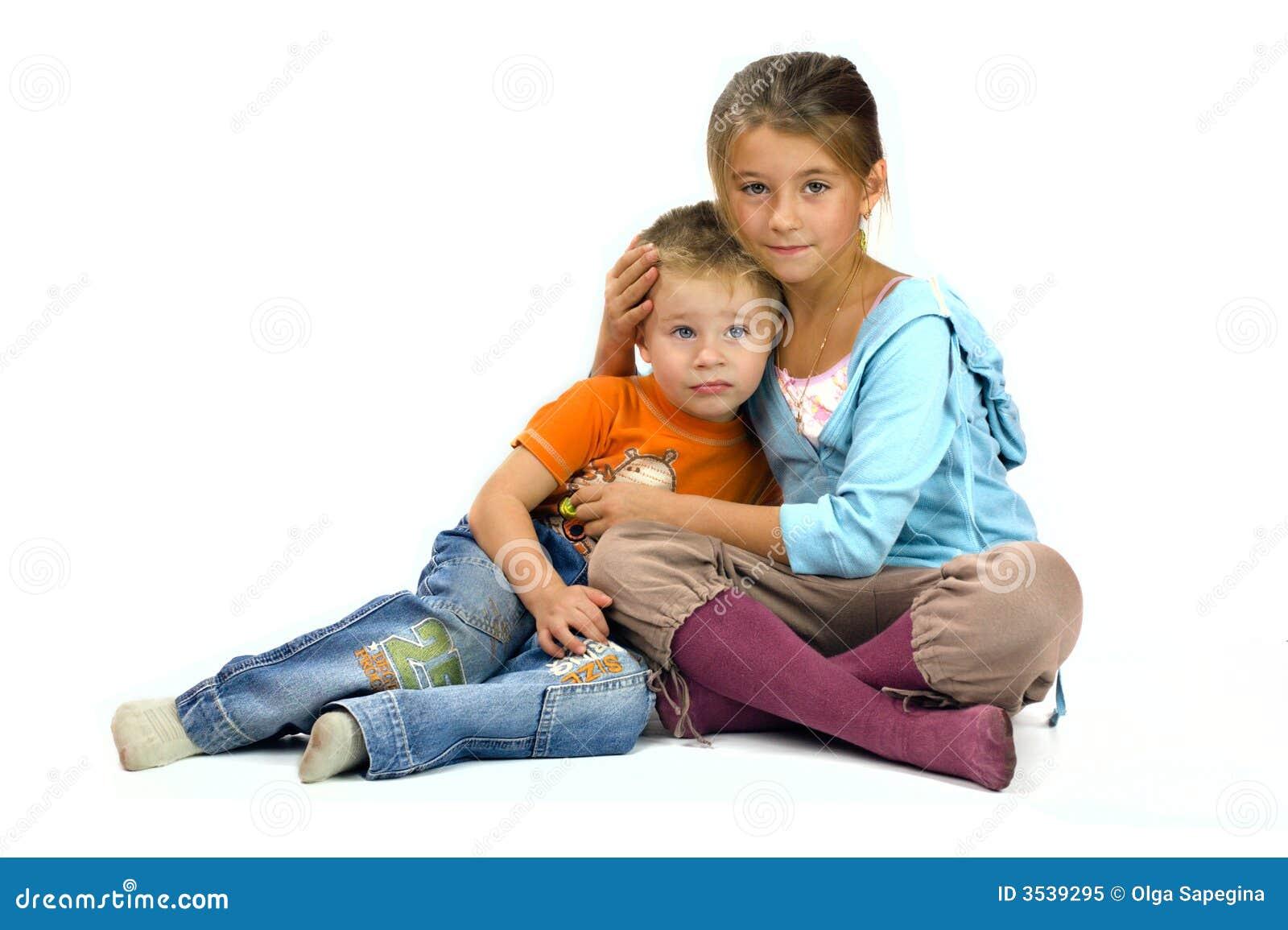 Сестра помогает сестре