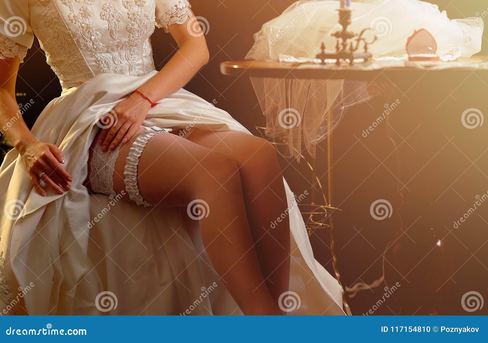 фото подруги готовят невесту к брачной ночи