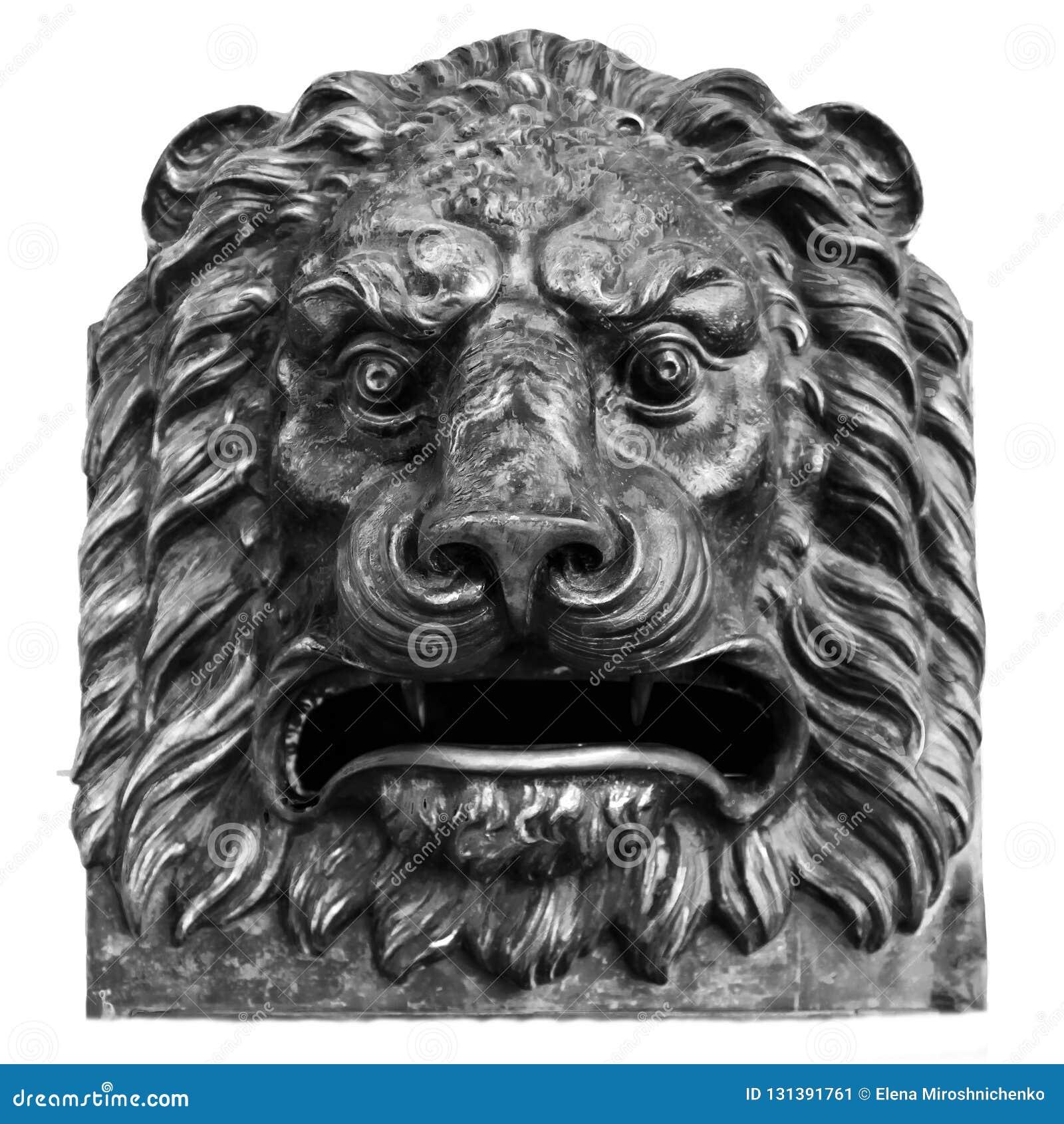 Бронзовая голова льва