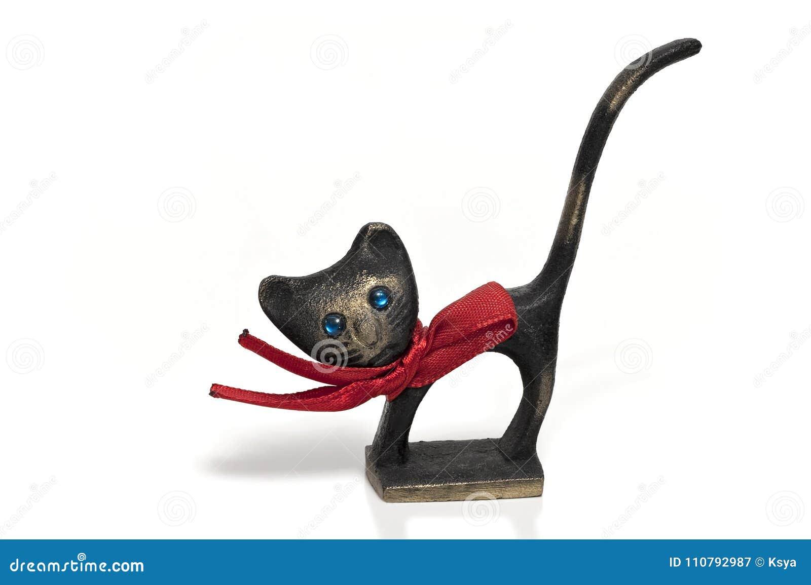 Бронзовый кот при красный изолированный смычок