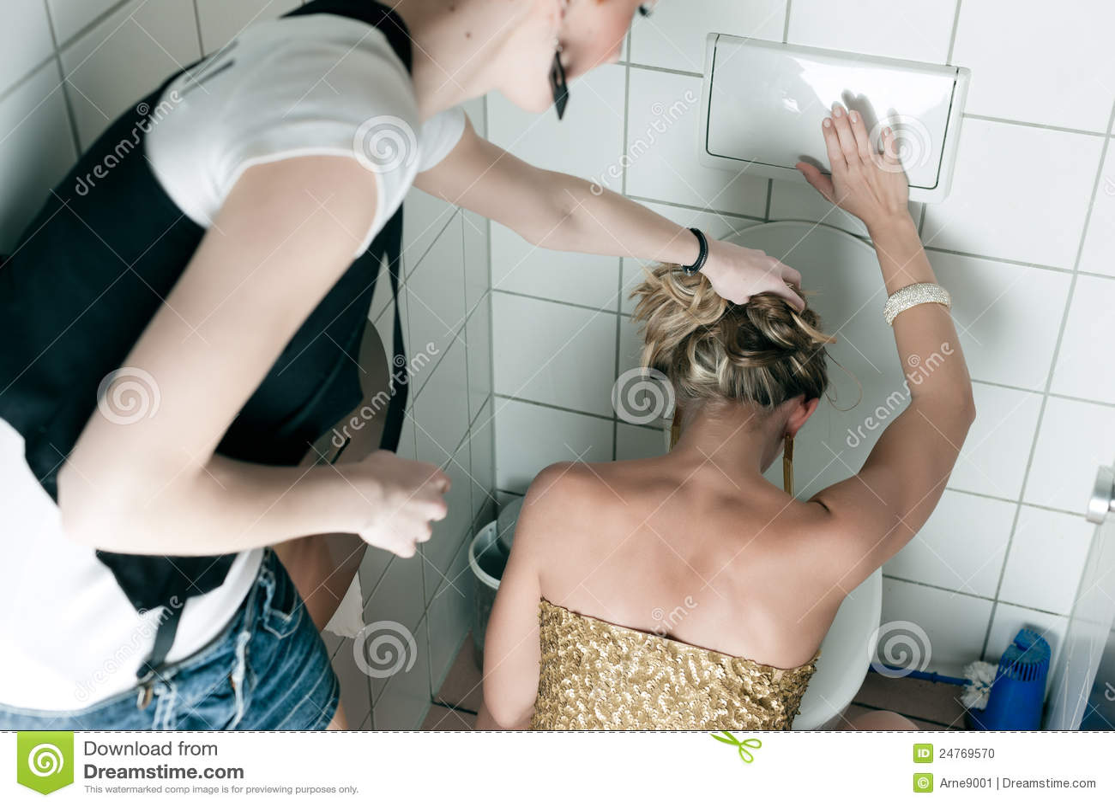 Что делает девушка в туалете, Один день в женском туалете 29 фотография
