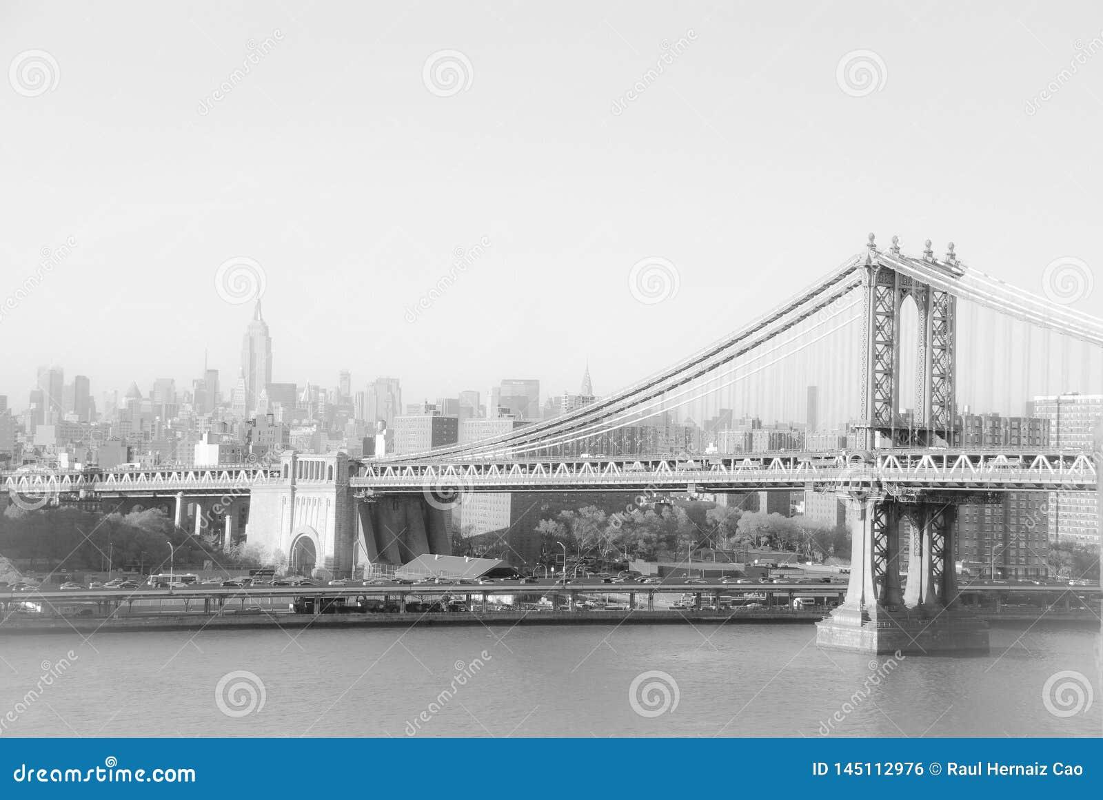 Бруклинский мост и Эмпайр-стейт-билдинг в Нью-Йорке
