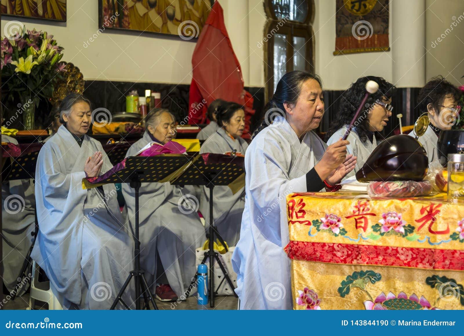 Буддийские монашки поя, провинция Kunming, Юньнань, Китай