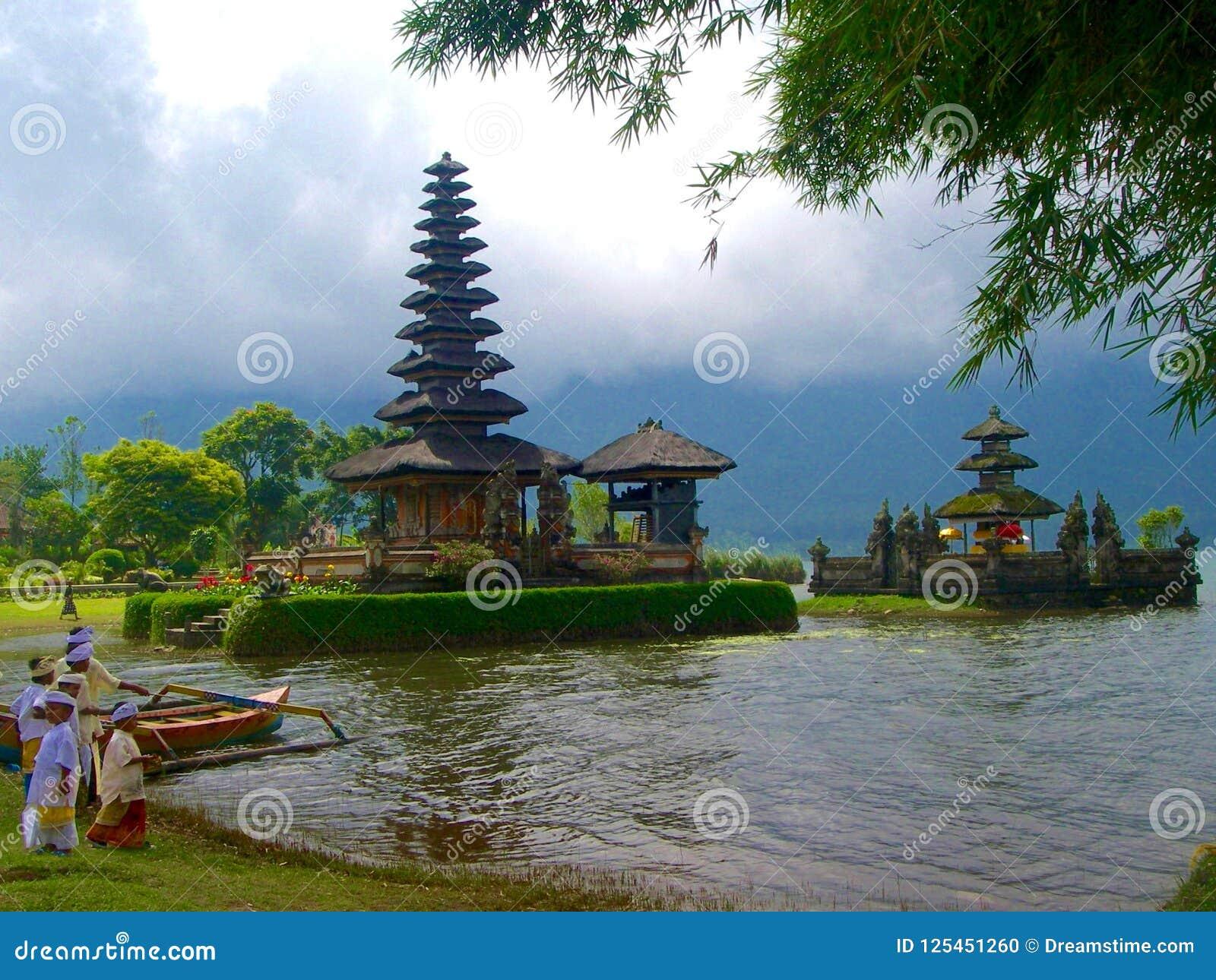 Буддийский висок в природе в Бали