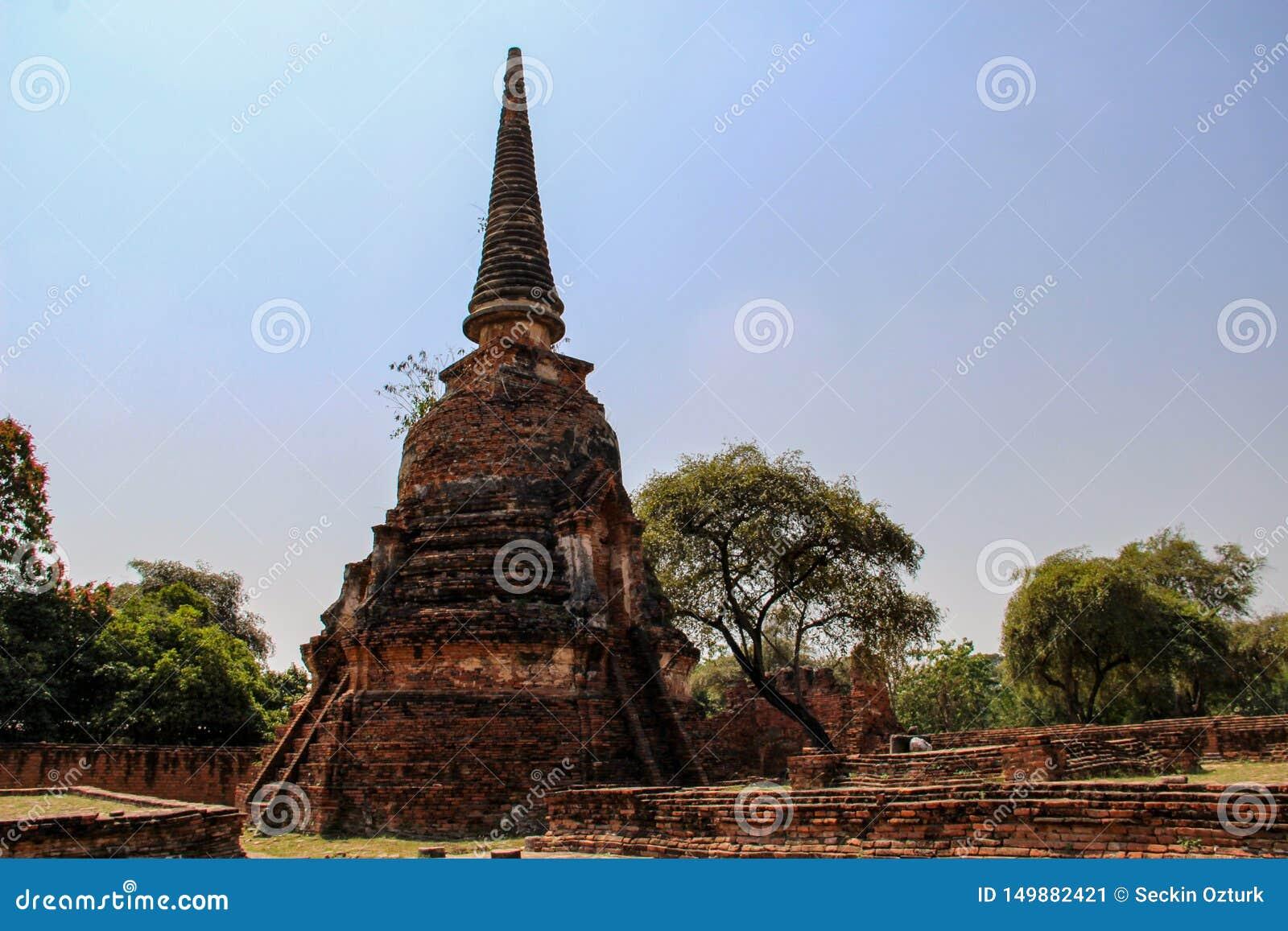 Буддийский висок со старым stupa в Ayutthaya, Бангкоке, Таиланде