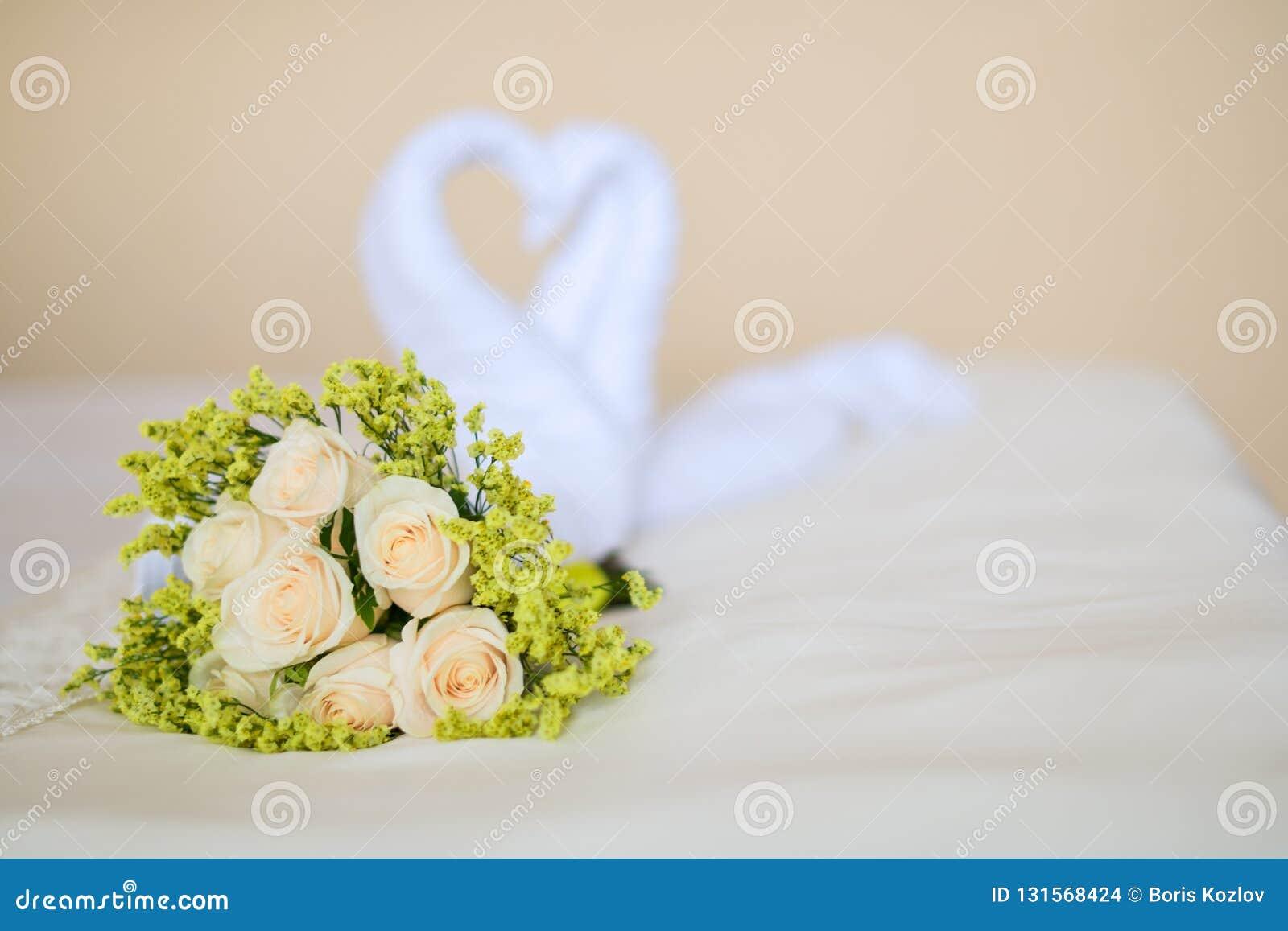 Магазин букет невесты сердце из роз фото букет