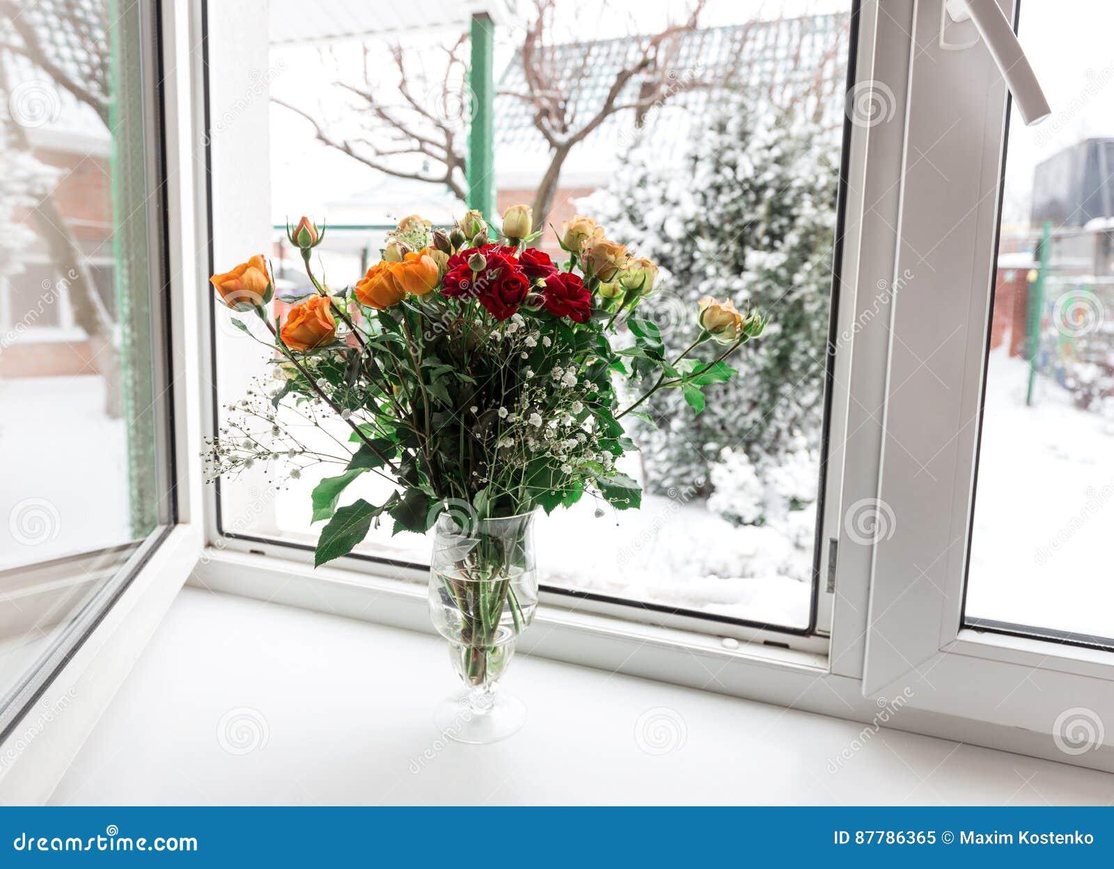Букеты роз дома на окне #5