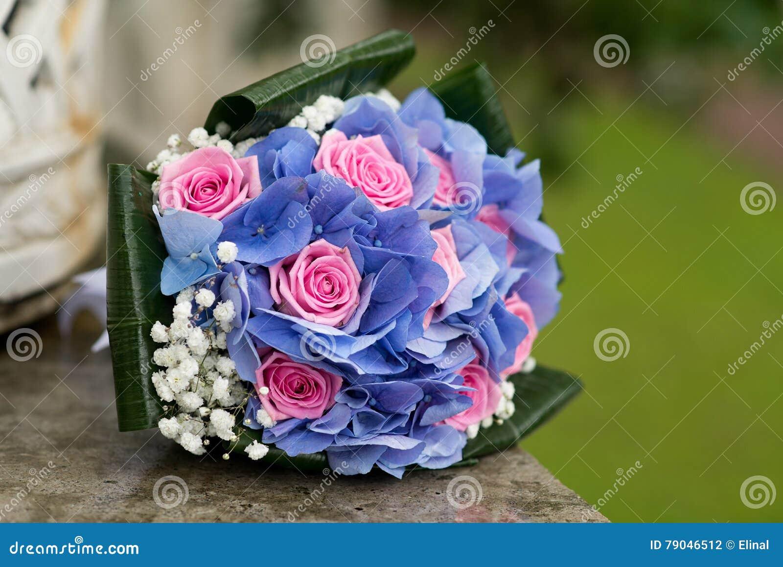 svadebniy-buket-tolko-gortenziya-i-rozi