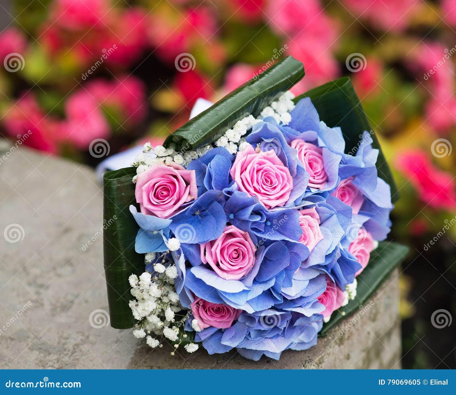Свадебный букет только гортензия и розы, свадебные букеты из зеленых желтых цветов