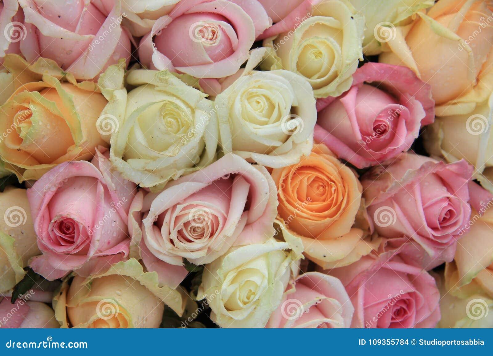 Букет смешанной розы bridal