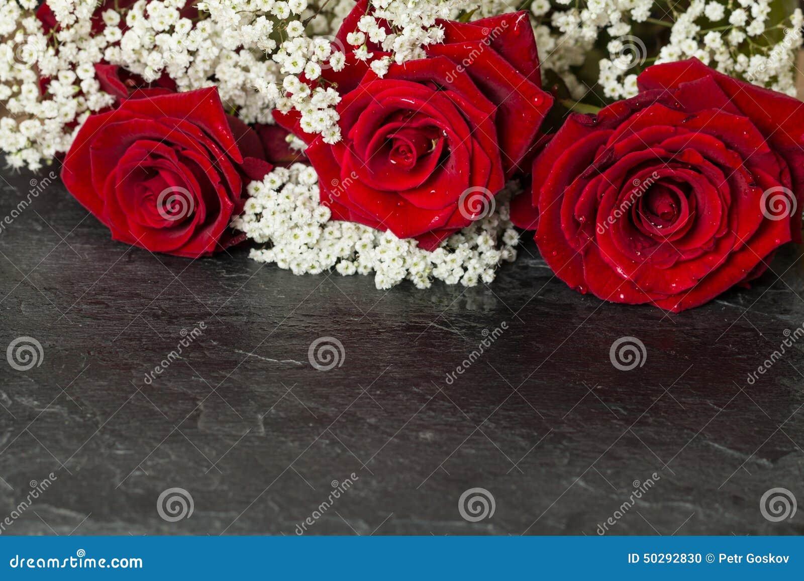 Букет с яркими красными розами