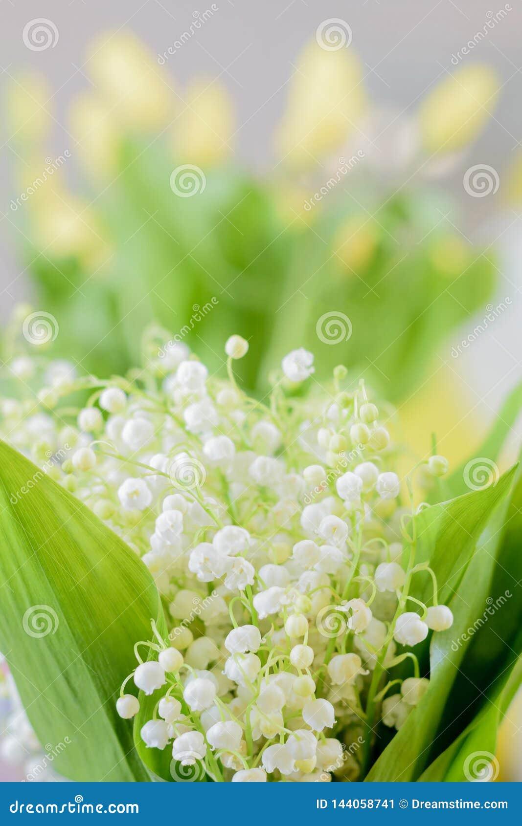 букет цветет долина лилии