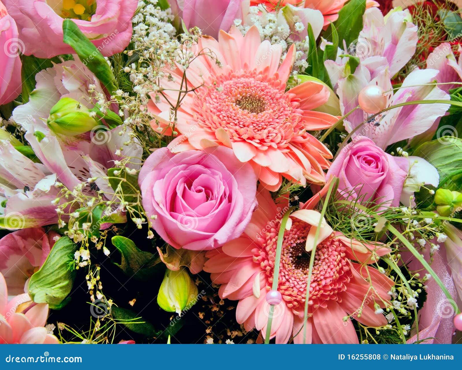букет цветет огромное