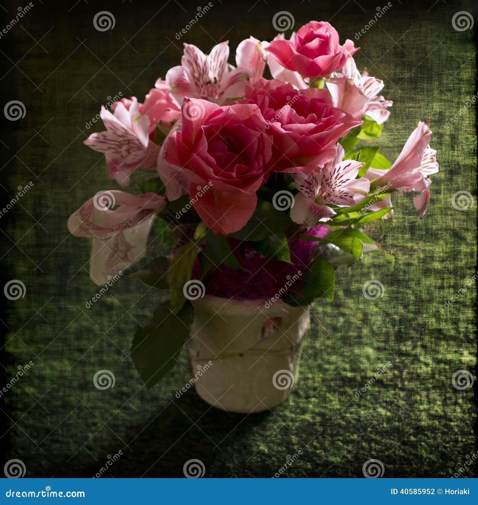 букет цветет пинк