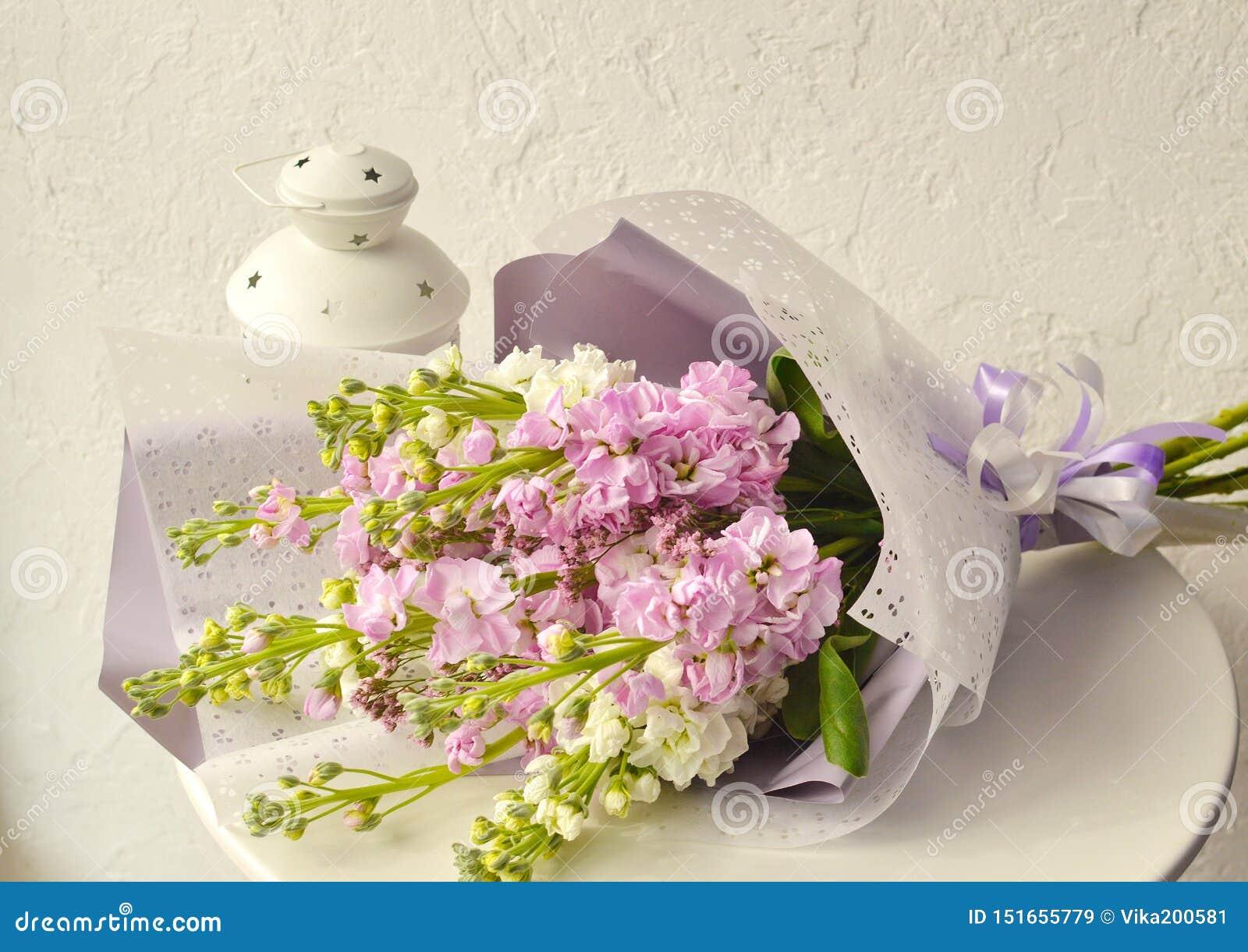 Букет цветков на белой предпосылке
