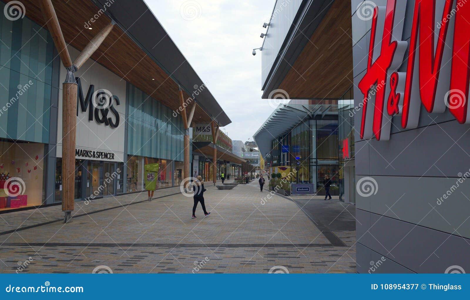 Бульвар в пределе покупок лексикона в Bracknell, Англии