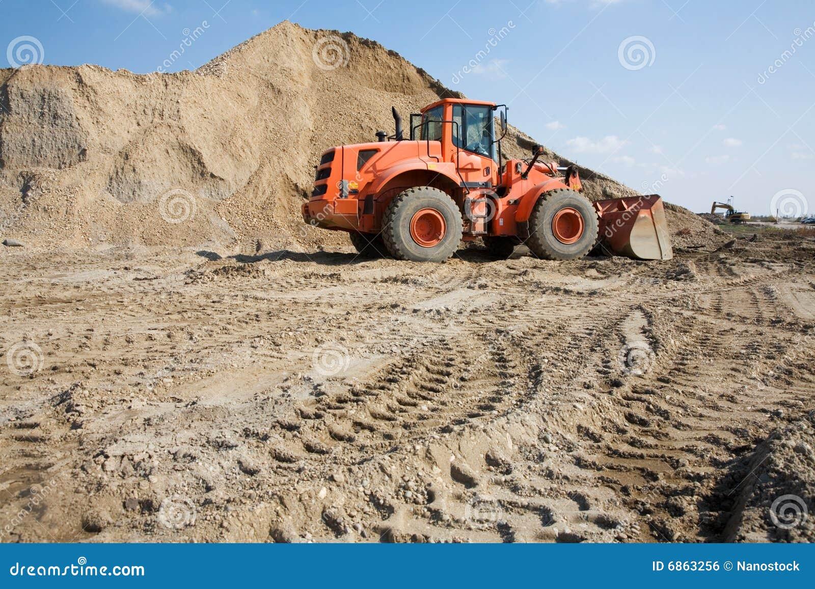 Бульдозер на строительной площадке